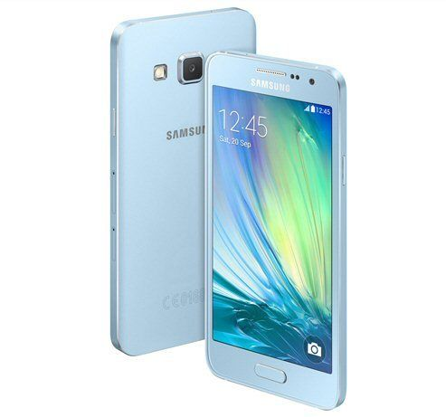 Samsung Galaxy A3 i Light Blue utførelse.
