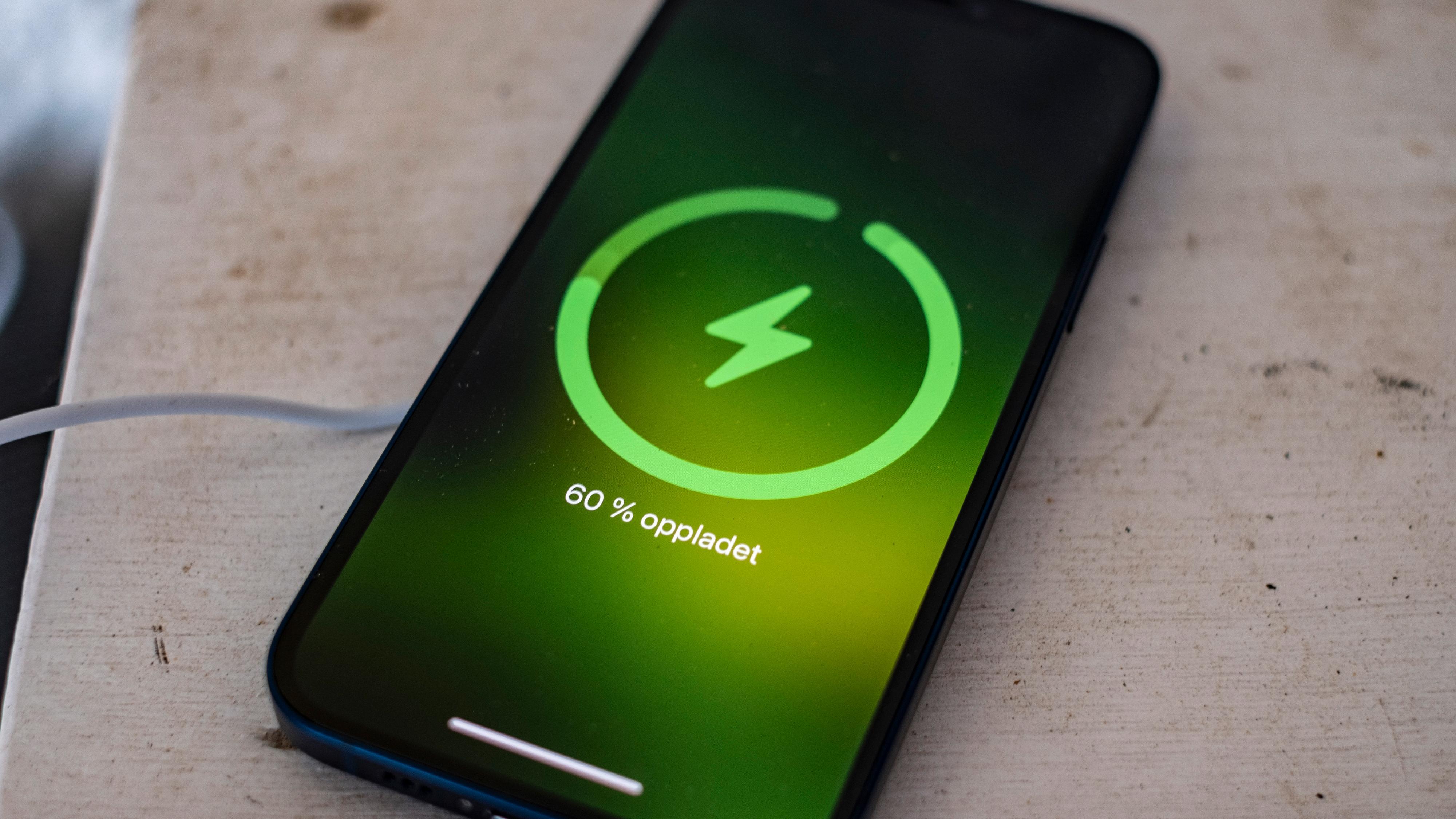 En ladeanimasjon som minner om den Apple bruker i Watch har kommet til når iPhone lader fra MagSafe.