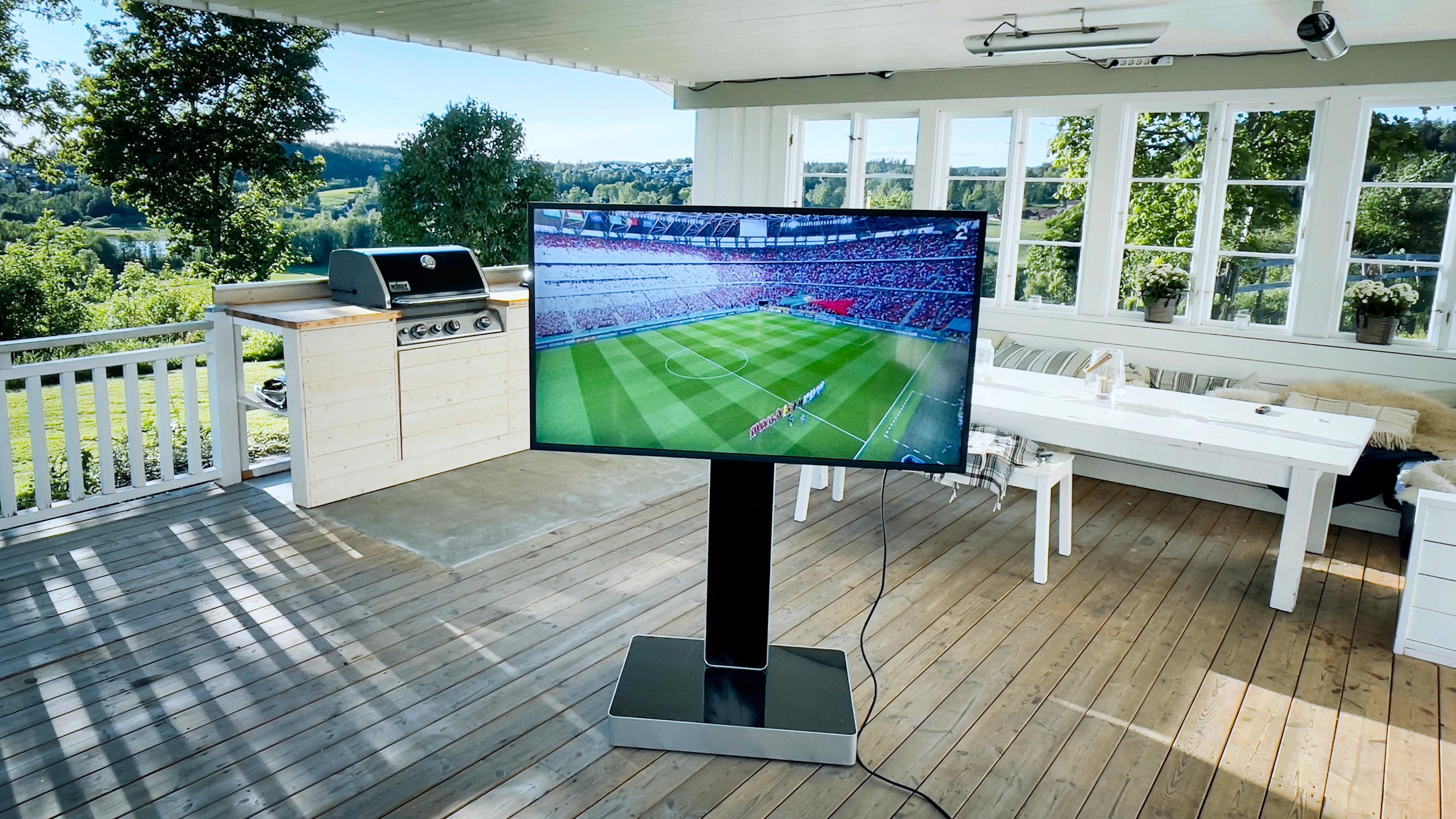 Vi tester Samsungs første terrasse-TV