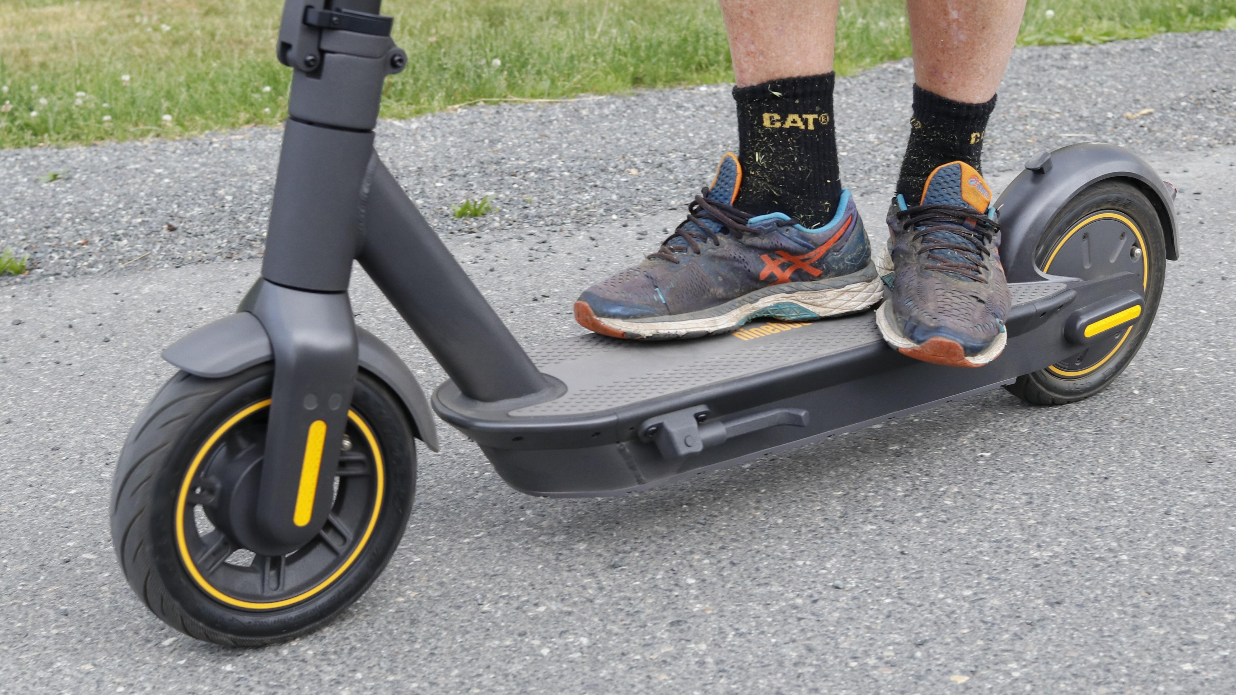 Ninebot Max G30 har store hjul, et kraftig ståbrett og ditto batteri. Rekkevidden målte vi til godt over femti kilometer.