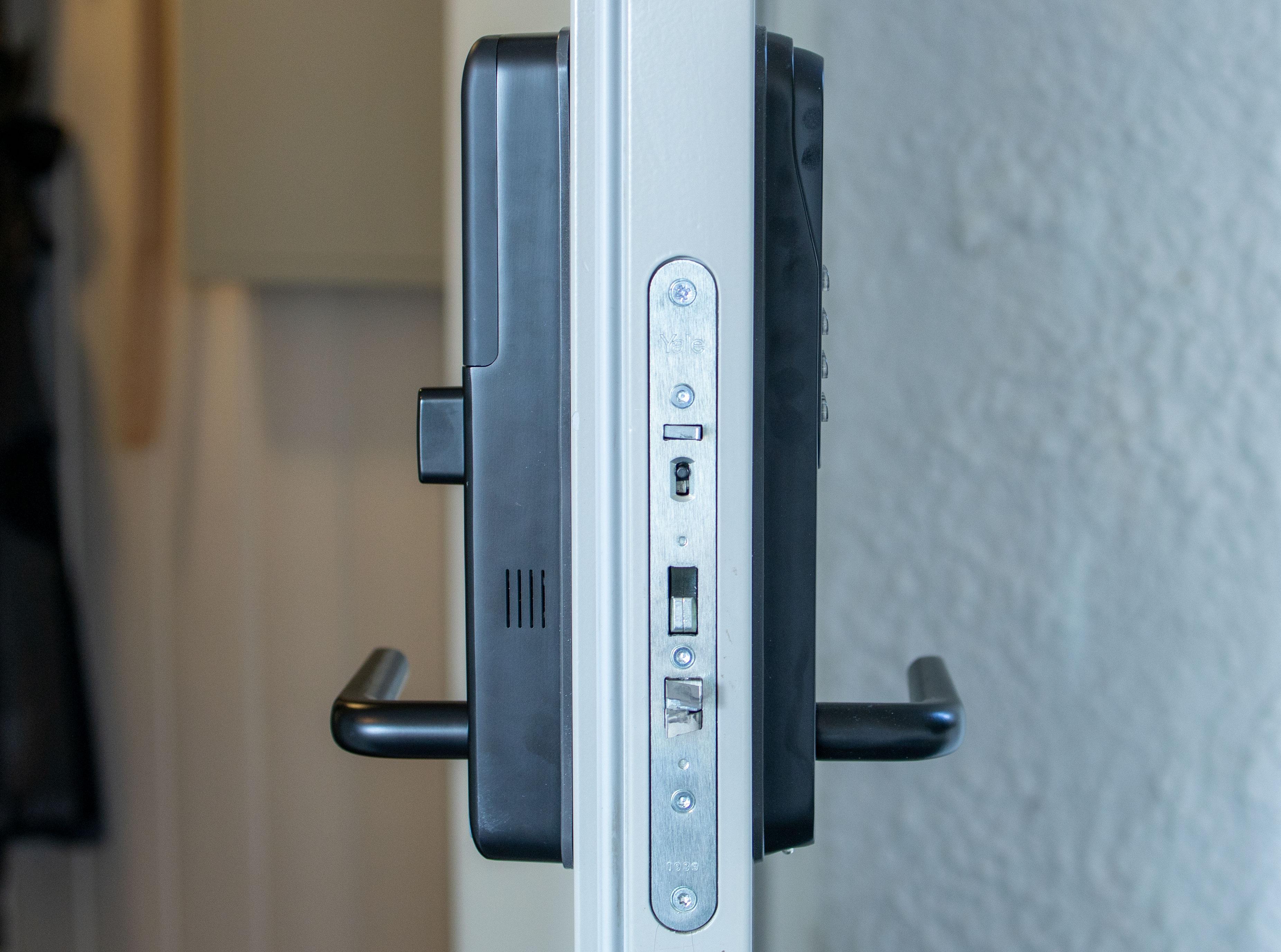 Sa vi stor? Spesielt innsiden av Doorman V2N bygger ut et godt stykke fra døren.