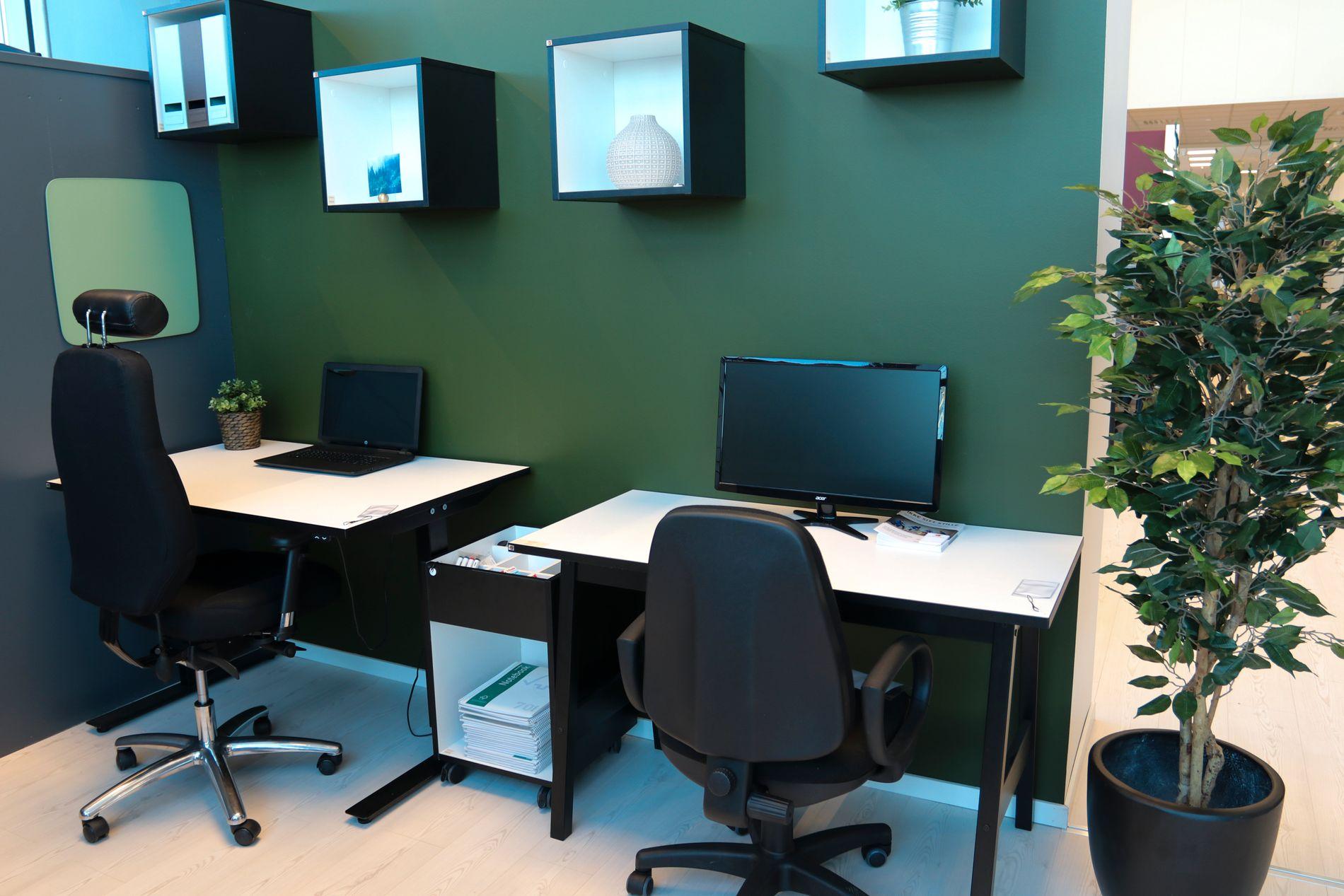 Hvite vegger er fremdeles vanlig på mange arbeidsplasser. Maler du derimot en eller flere vegger i farger bidrar det til mer energi samtidig som det øker produktiviteten.