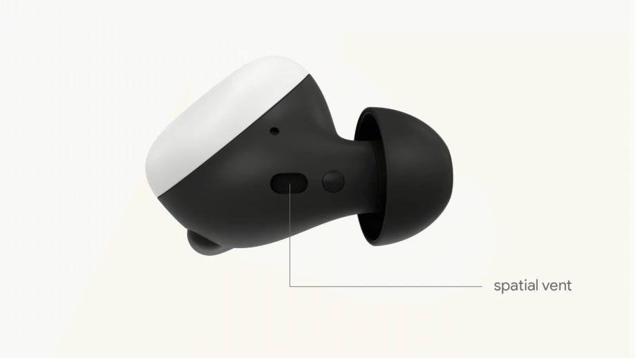 Pixel Buds har en ventil som gjør at du slipper trykket i ørene kanalpropper flest gir. Det gjør imidlertid også at støyisolasjonen ikke er så god som den kunne vært, skal vi tro anmelderne.