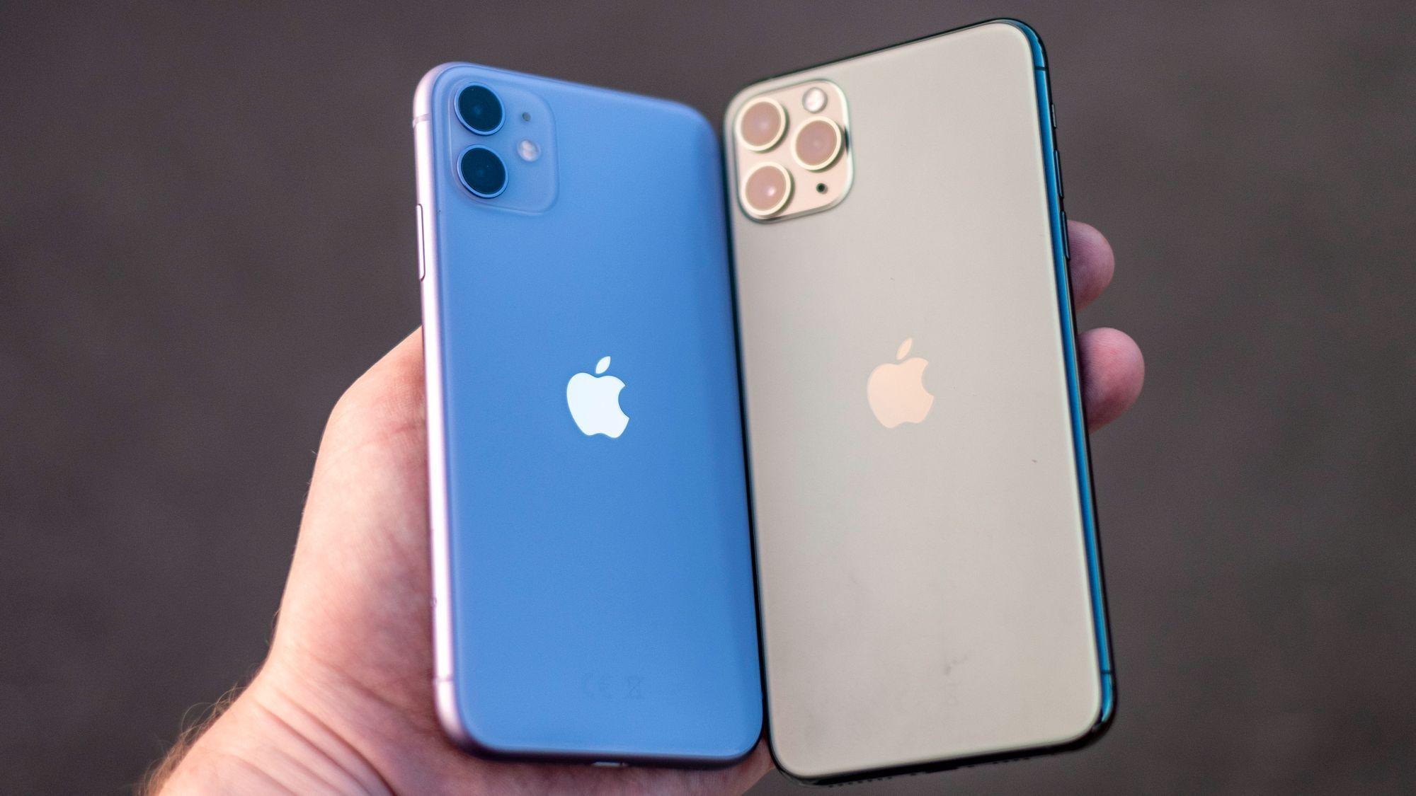 iPhone 11 til venstre vil fortsatt være i salg, mens iPhone 11 Pro Max til høyre er ikke lenger tilgjengelig i Apples nettbutikk.