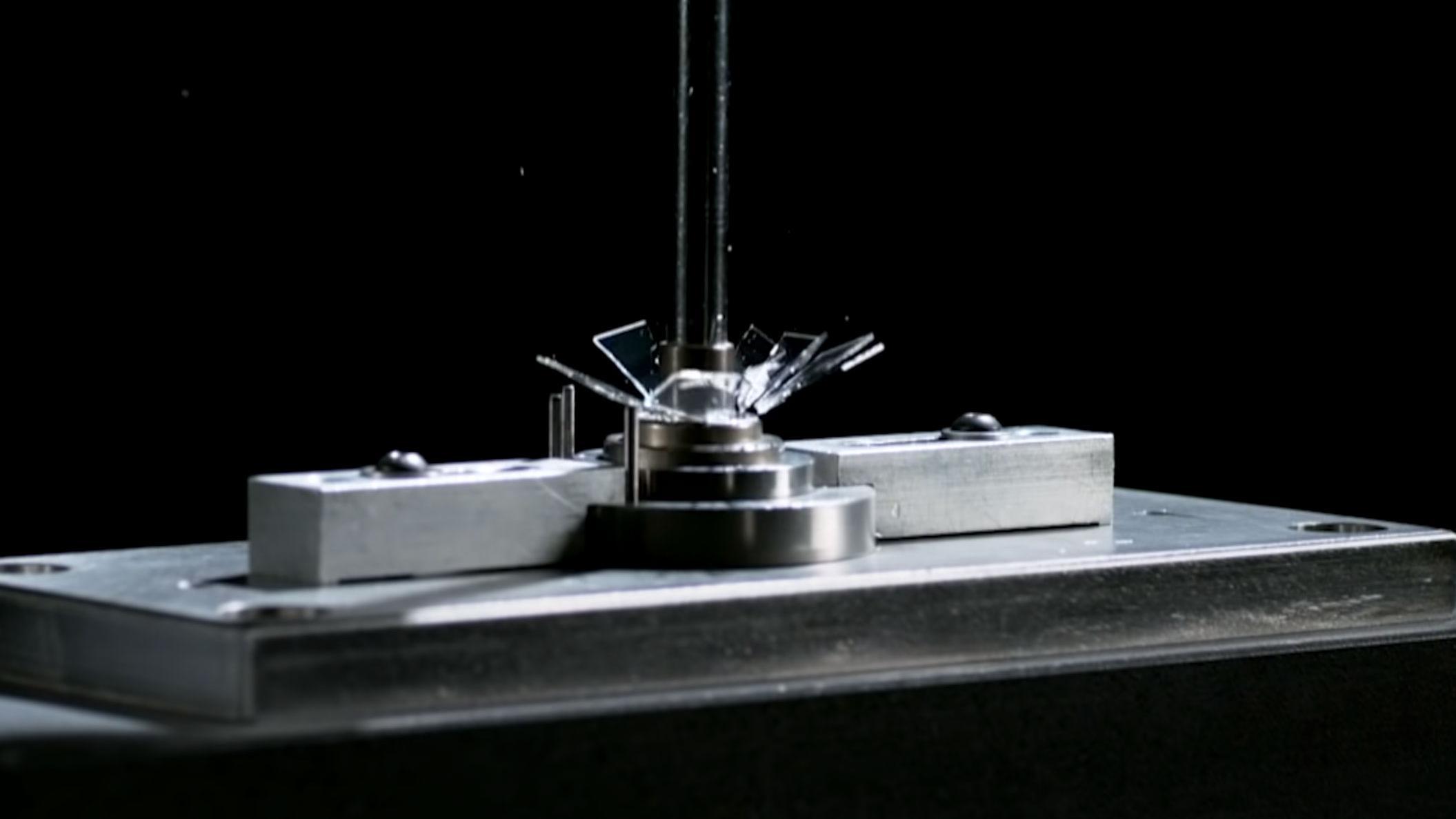 Nytt mobilglass tåler fall fra to meter