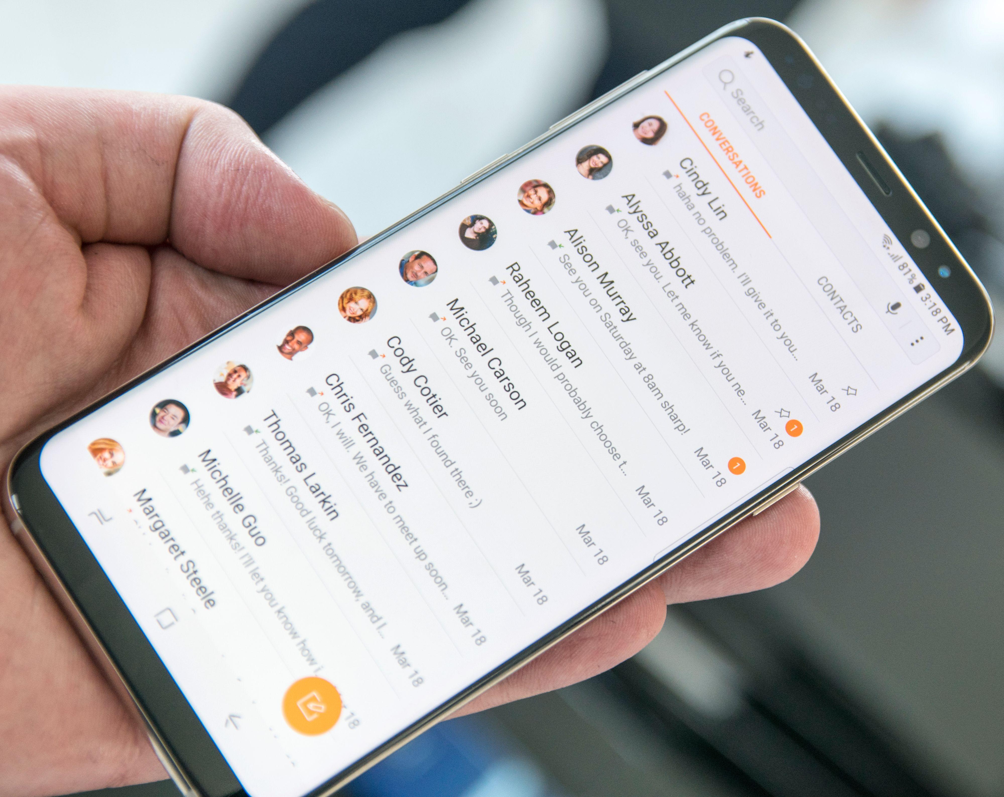 Samsungs menyer bærer stadig med seg arven fra tidligere Galaxy S-modeller og Touch Wiz, men designen blir gradvis strammet opp.