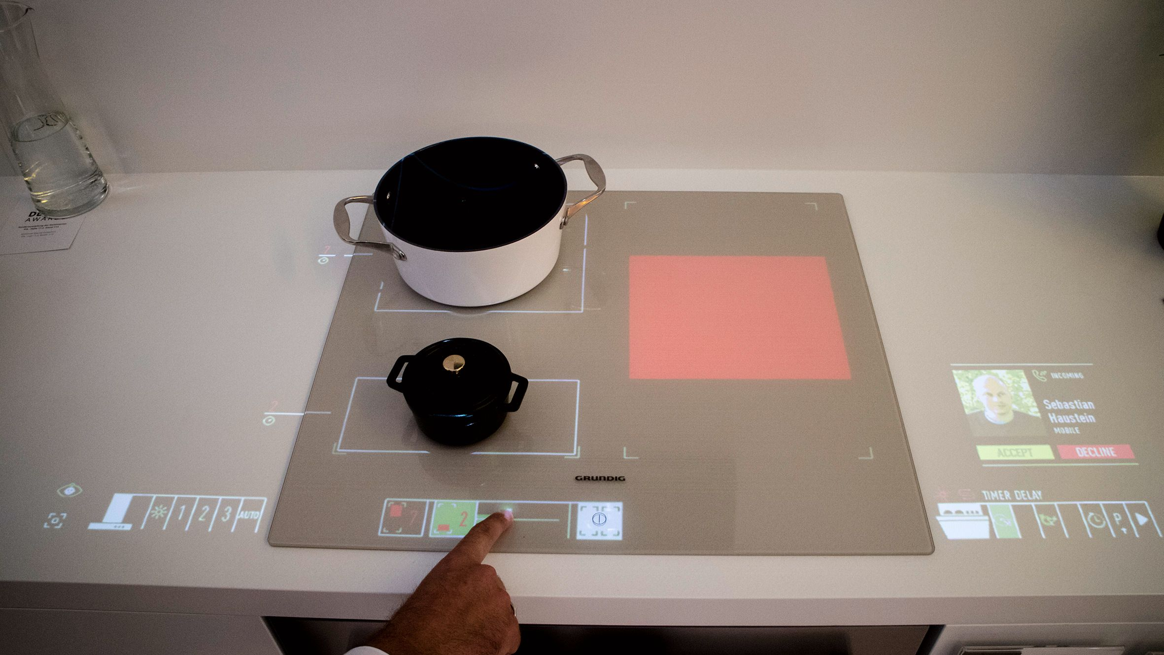 Hvorfor ikke gjøre hele kjøkkenbenken til en diger touchskjerm?