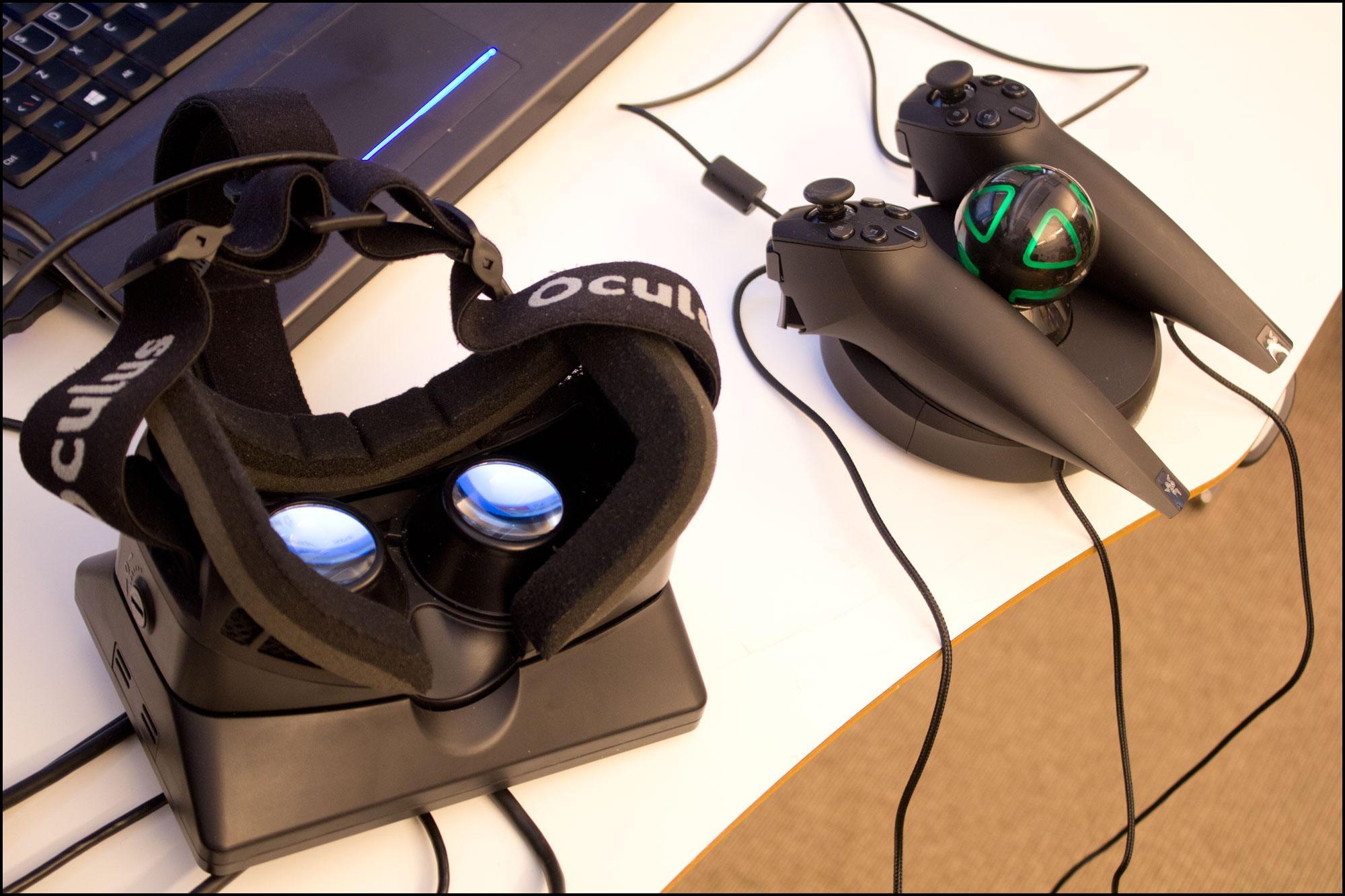 Oculus Rift og Razer Hydra sammen lar deg bruke hendene i den virtuelle verdenen.Foto: Varg Aamo, Hardware.no