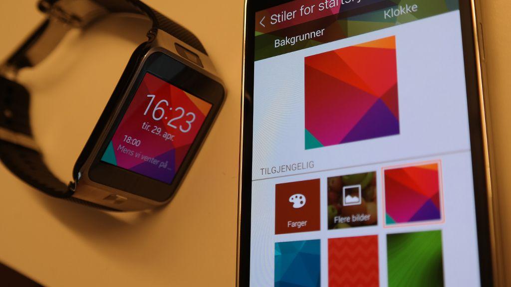 Programmet Gear Manager må være installert på en kompatibel Samsung-mobil.