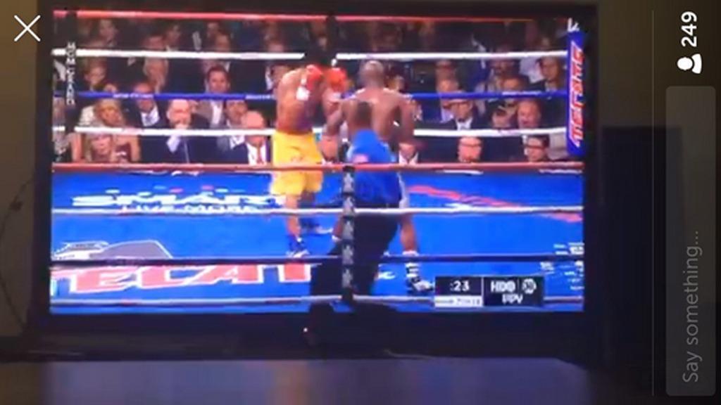 Tusenvis så boksekampen gratis natt til søndag