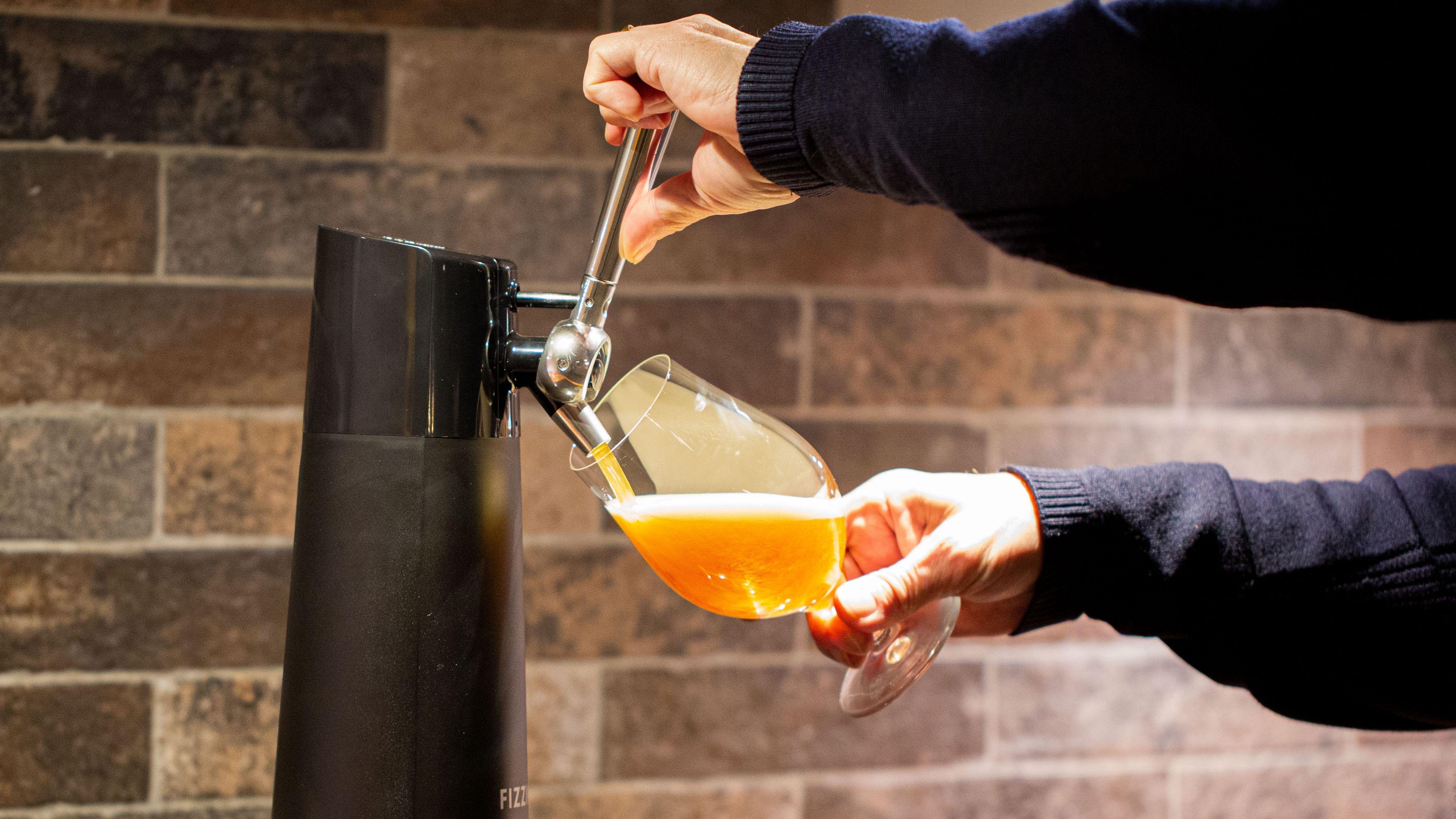 Se, det kommer øl fra tuten!