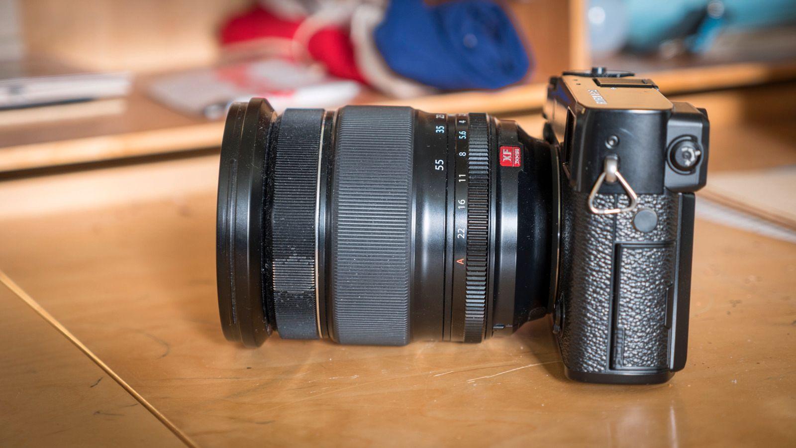 Vi ba selvsagt om å få låne Fujifilms beste proffoptikk, og disse objektivene er så store at man mister litt av fordelen med en ellers kompakt kamerakropp. Men som du kan se med å følge denne linken til Camerasize.com, er det fortsatt mye kompakthet å hente sammenlignet med fullformat