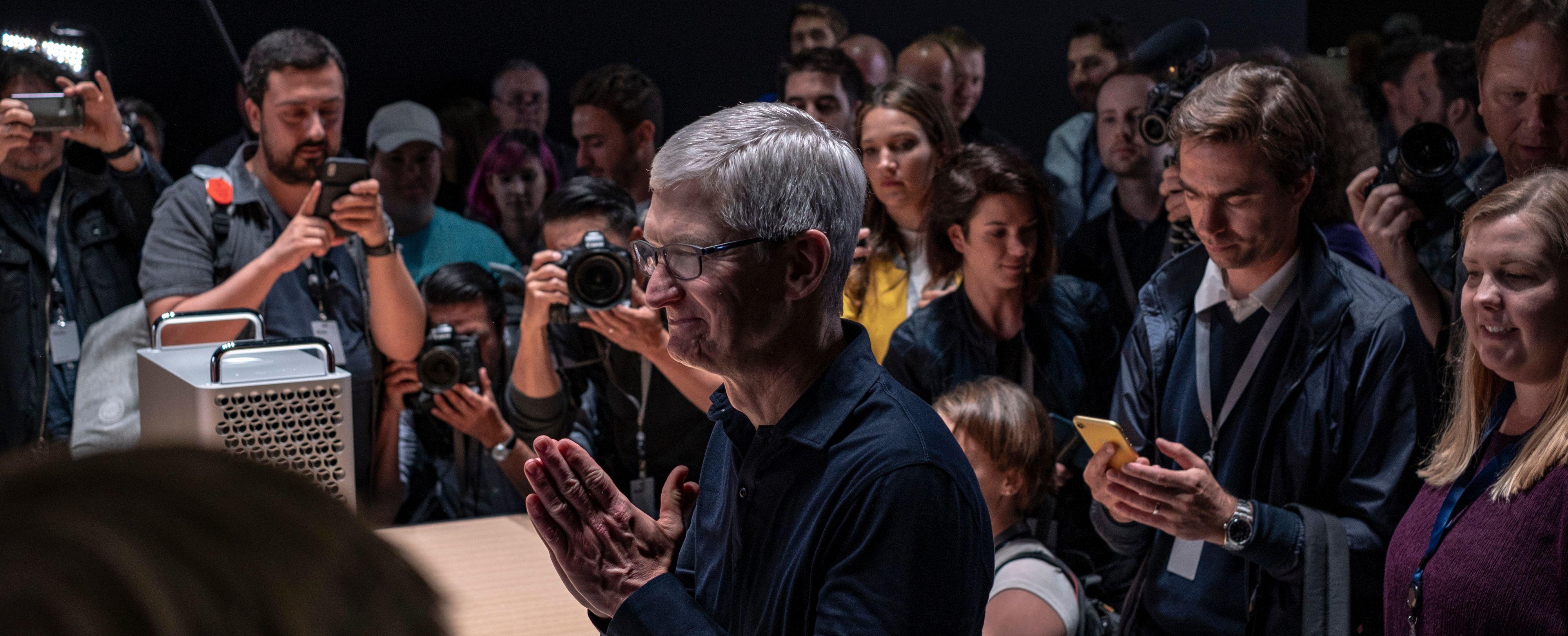 Tim Cook antyder i Financial Times at endringen kanskje ikke blir så stor for Apple og designen av kommende produkter. Her fra WWDC-konferansen tidligere i år.