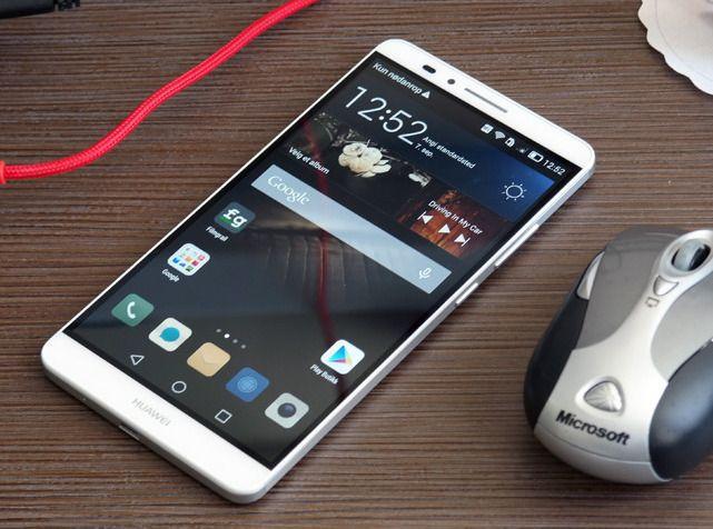 Huawei Ascend Mate 7 vinner testen, men så har den også ett enormt batteri.Foto: Espen Irwing Swang, Amobil.no