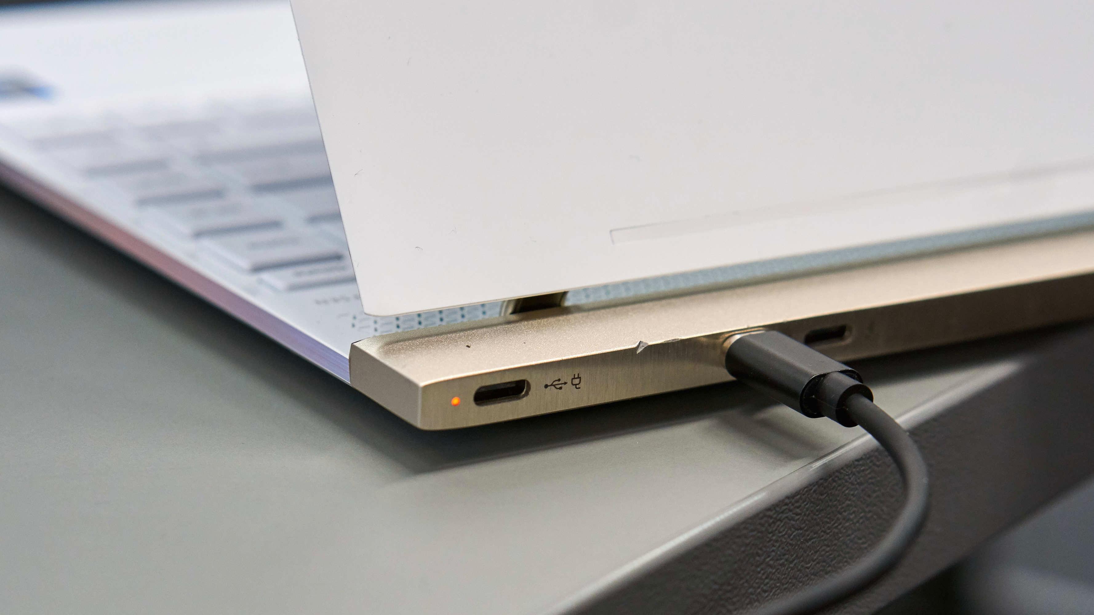 Å bruke Bolt mot andre maskiner enn MacBook-er er uproblematisk.