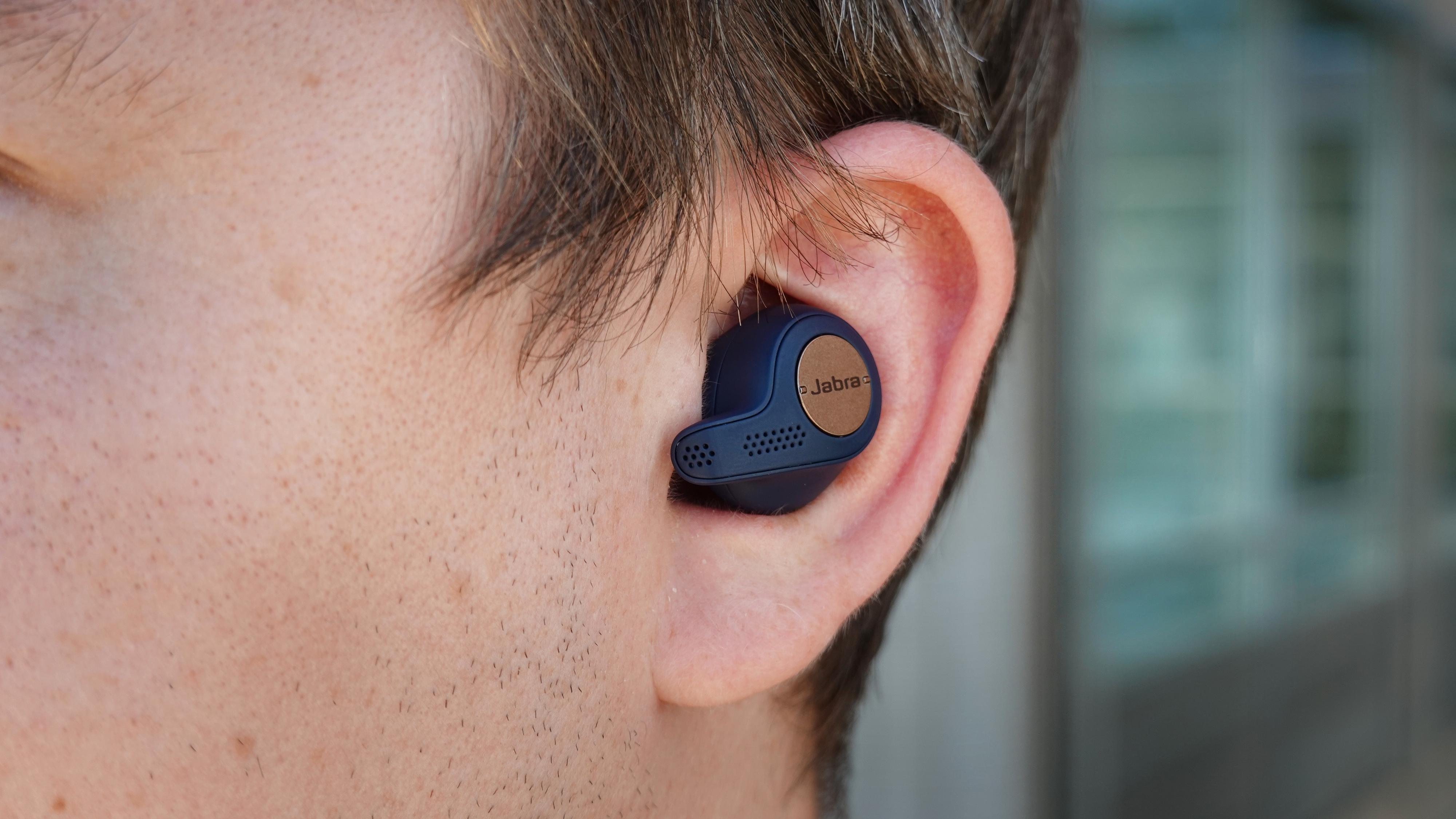 Jabra Elite Active 65t er diskré i øret.
