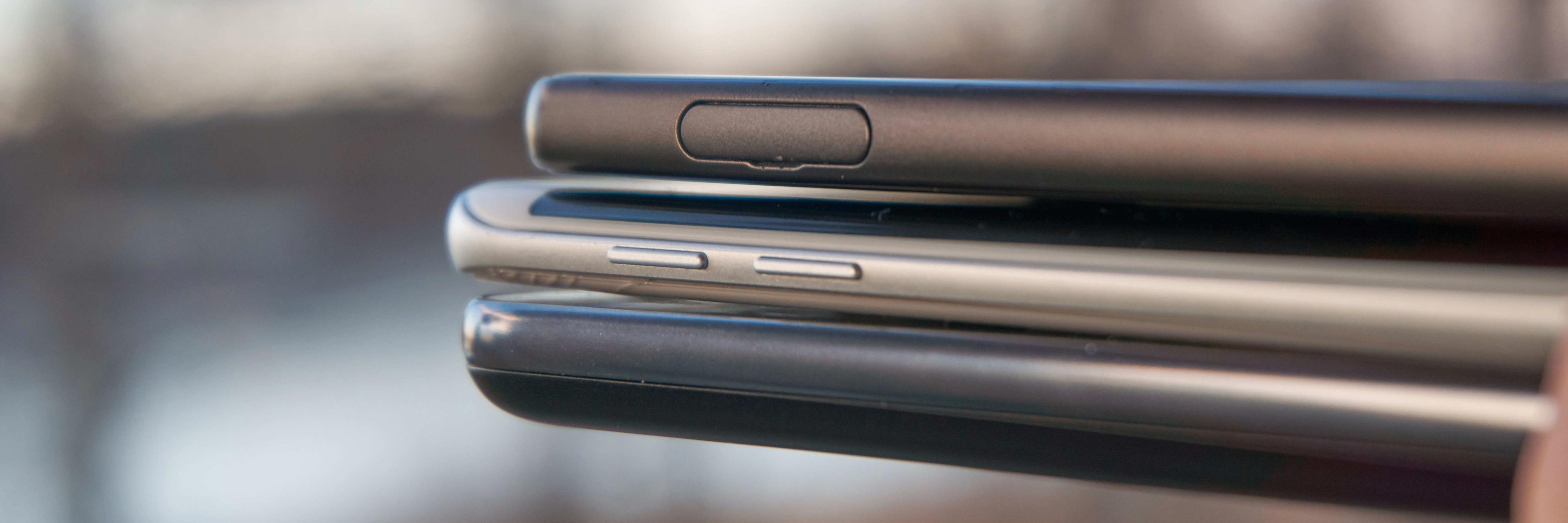 EN LITEN TJUKKAS: C2 Power nederst, Galaxy S7 Edge over og Xperia X øverst.