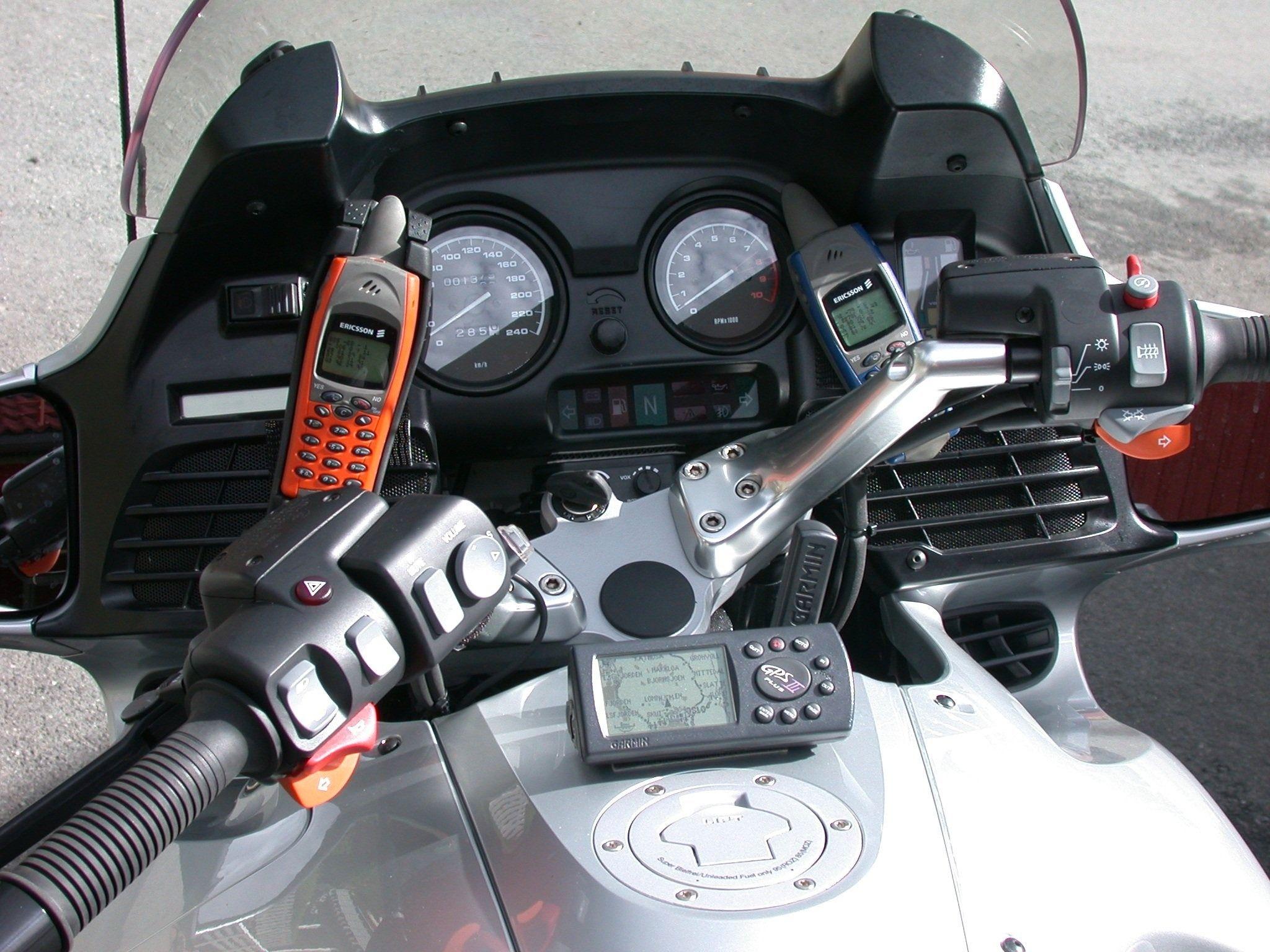 Også motorsykkelen tas i bruk når føret tillater det.