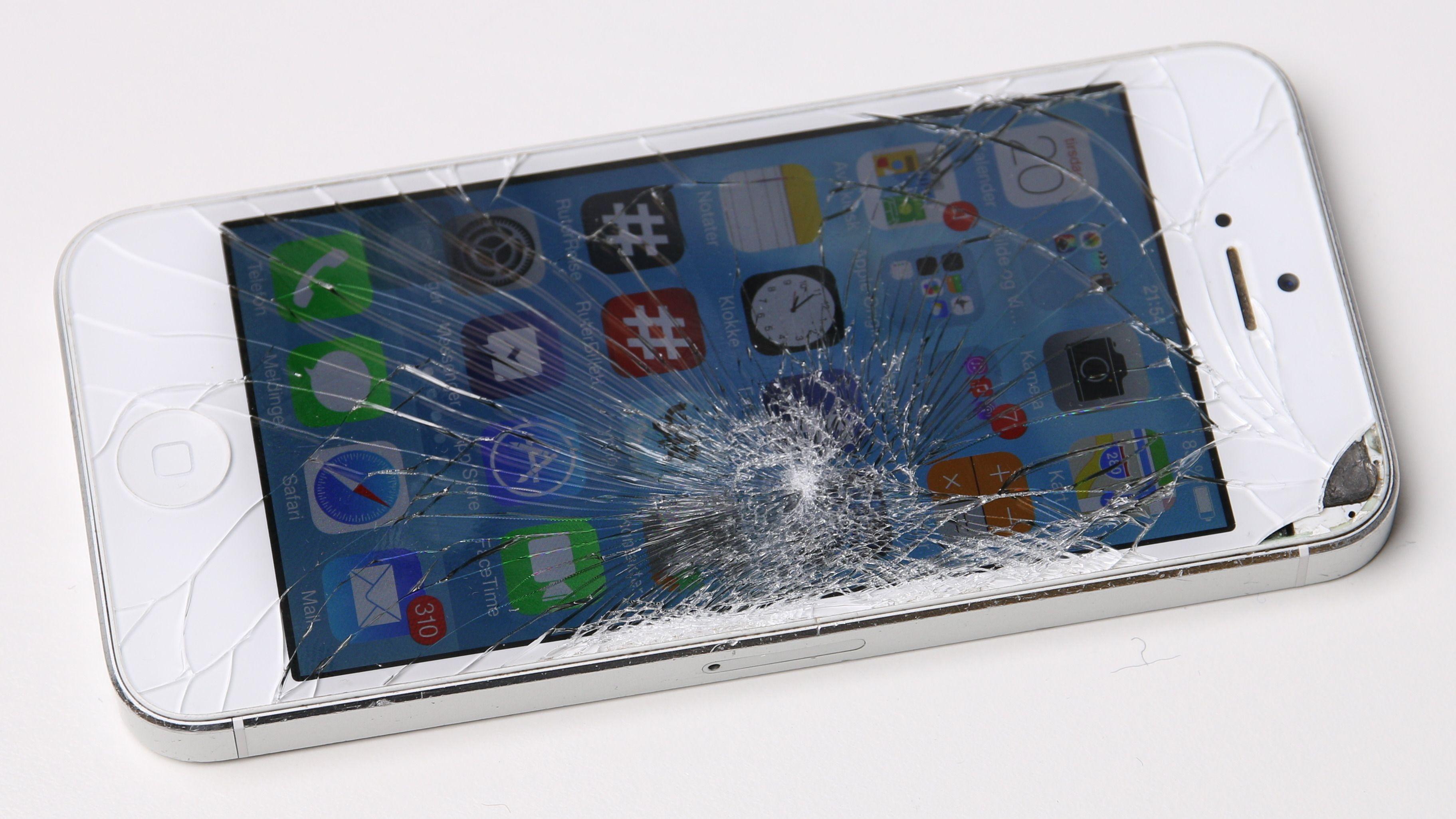 Fremover kan du få reparert knuste skjermer hos uavhengige verksteder og fortsatt beholde garantien - gitt at verkstedene har sertifisert seg hos Apple.