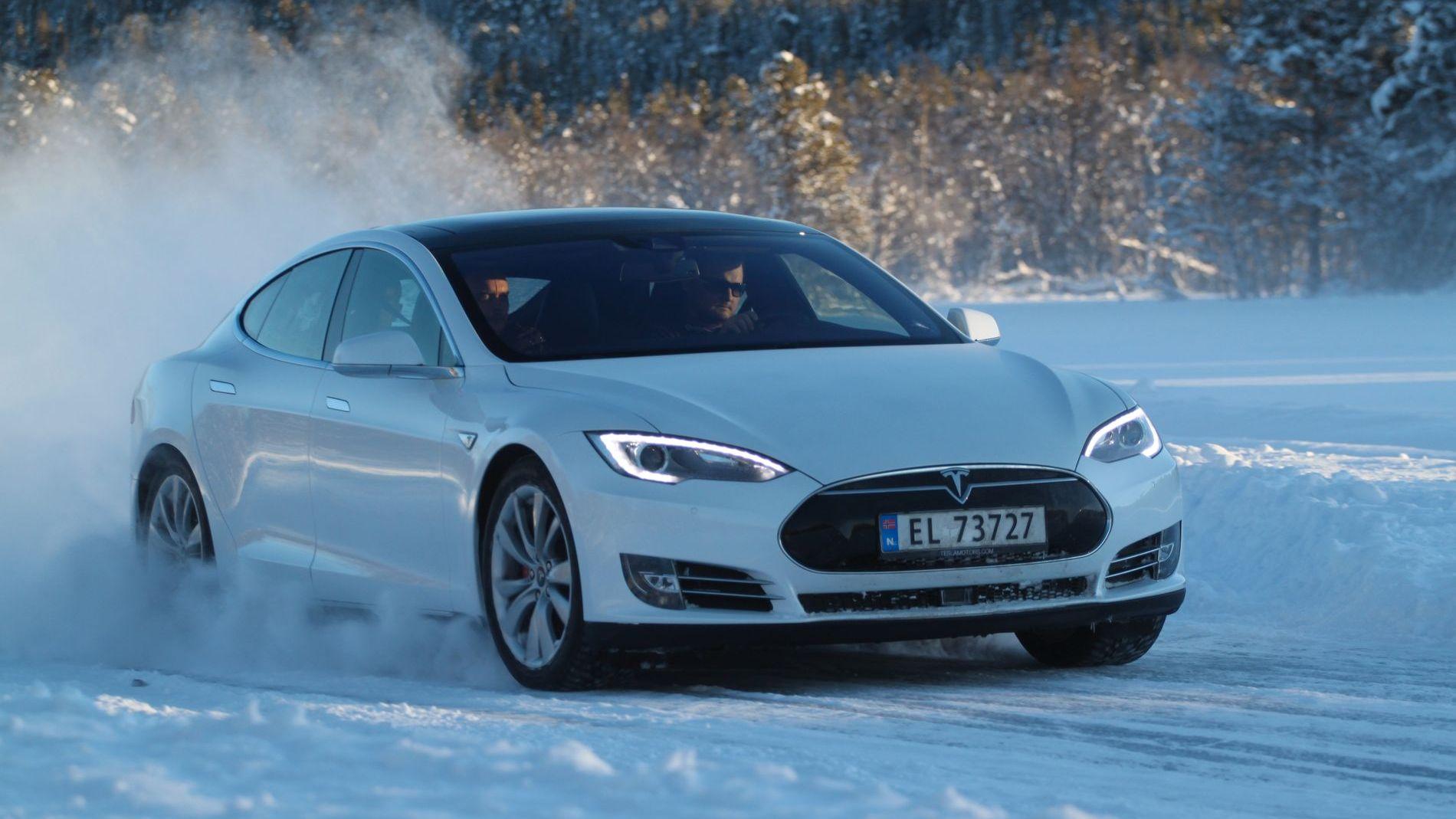 Tesla overlegen i vintertest