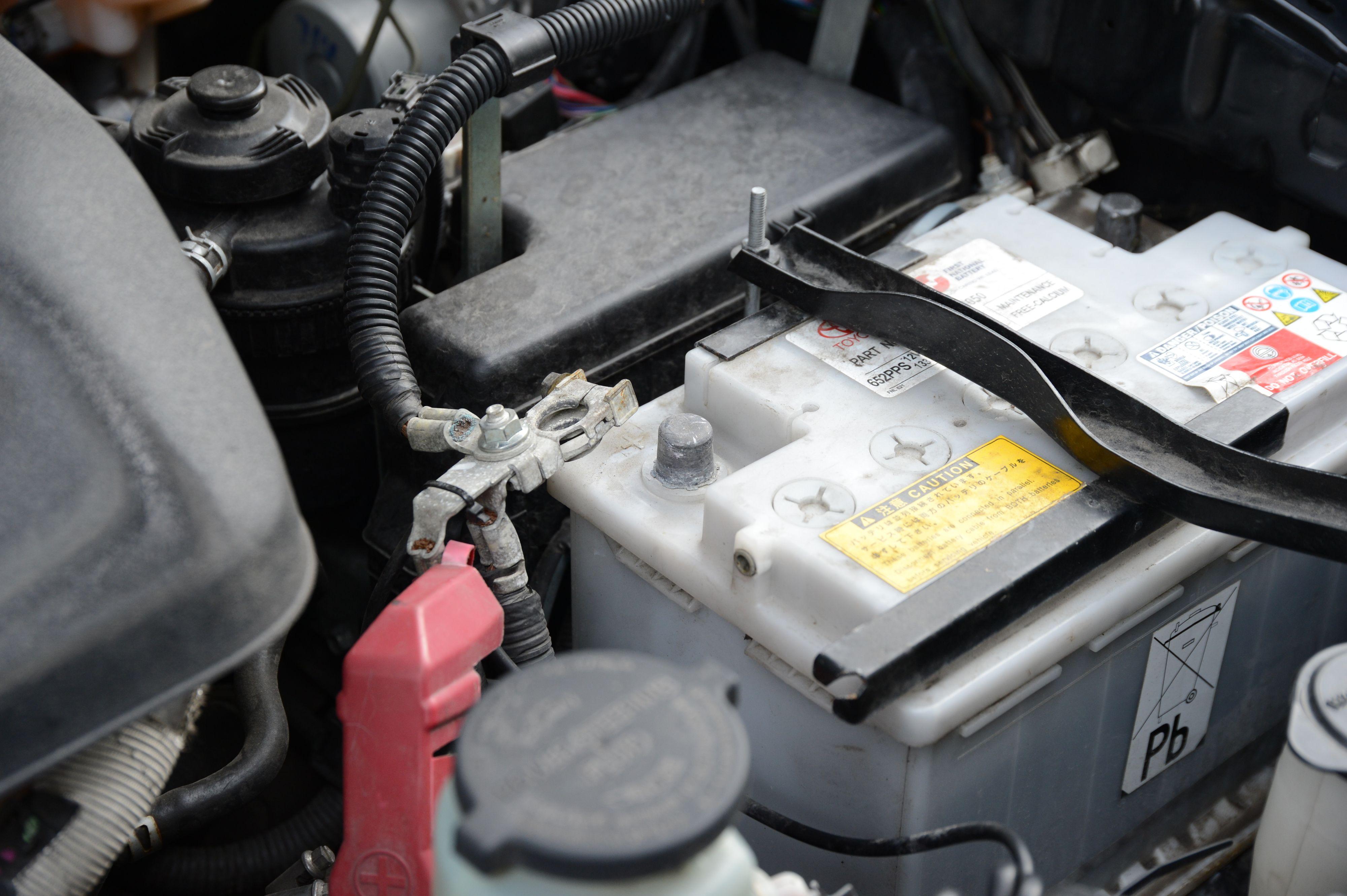 Husk å koble fra batteriet før du tar fatt på installasjonen.