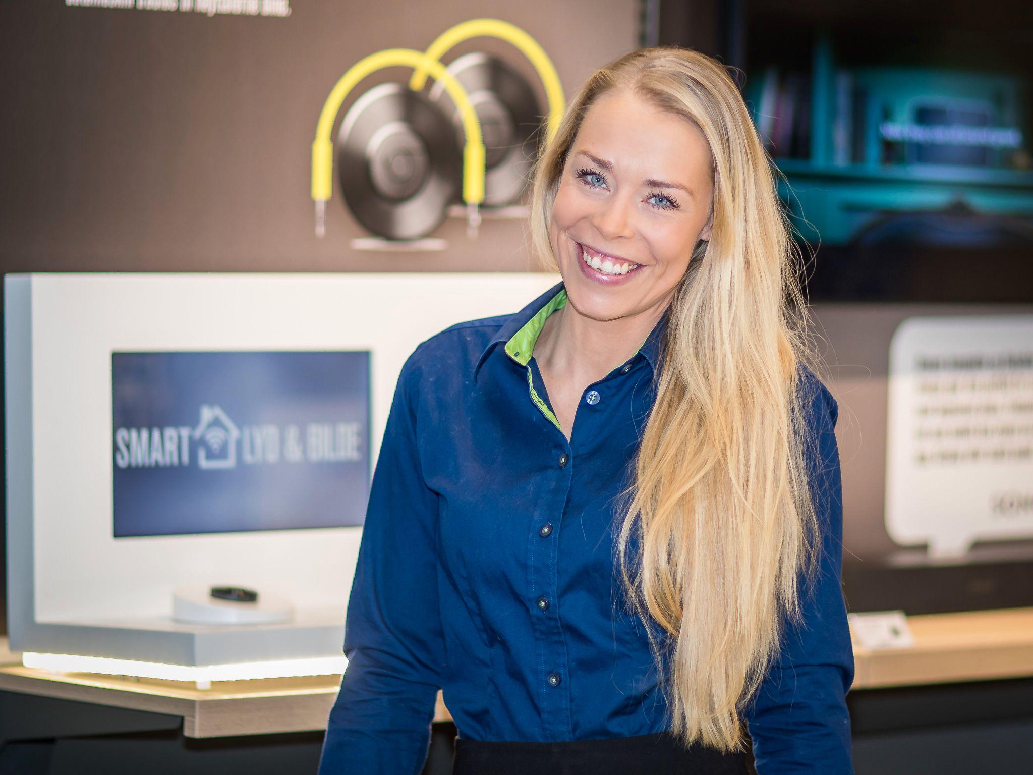 Elkjøps Madeleine Schøyen Bergly sier de måler tilfredshet med butikkene sine hver dag.