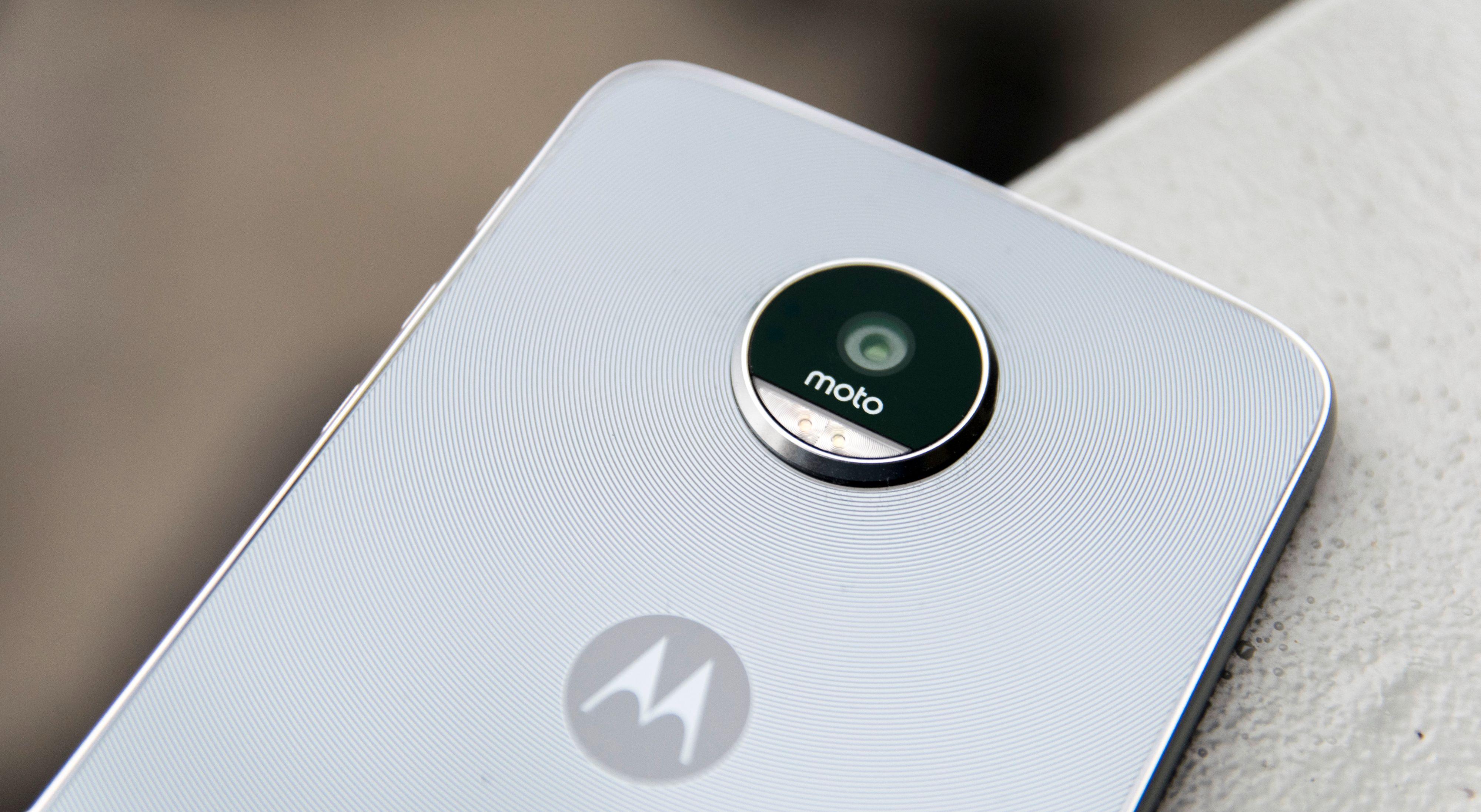 Selv om kameratuten på Moto Z Play og Moto Z ser lik ut, er det forholdsvis stor forskjell på det som skjuler seg inni. Moto Z tar bedre bilder enn Play-utgaven.