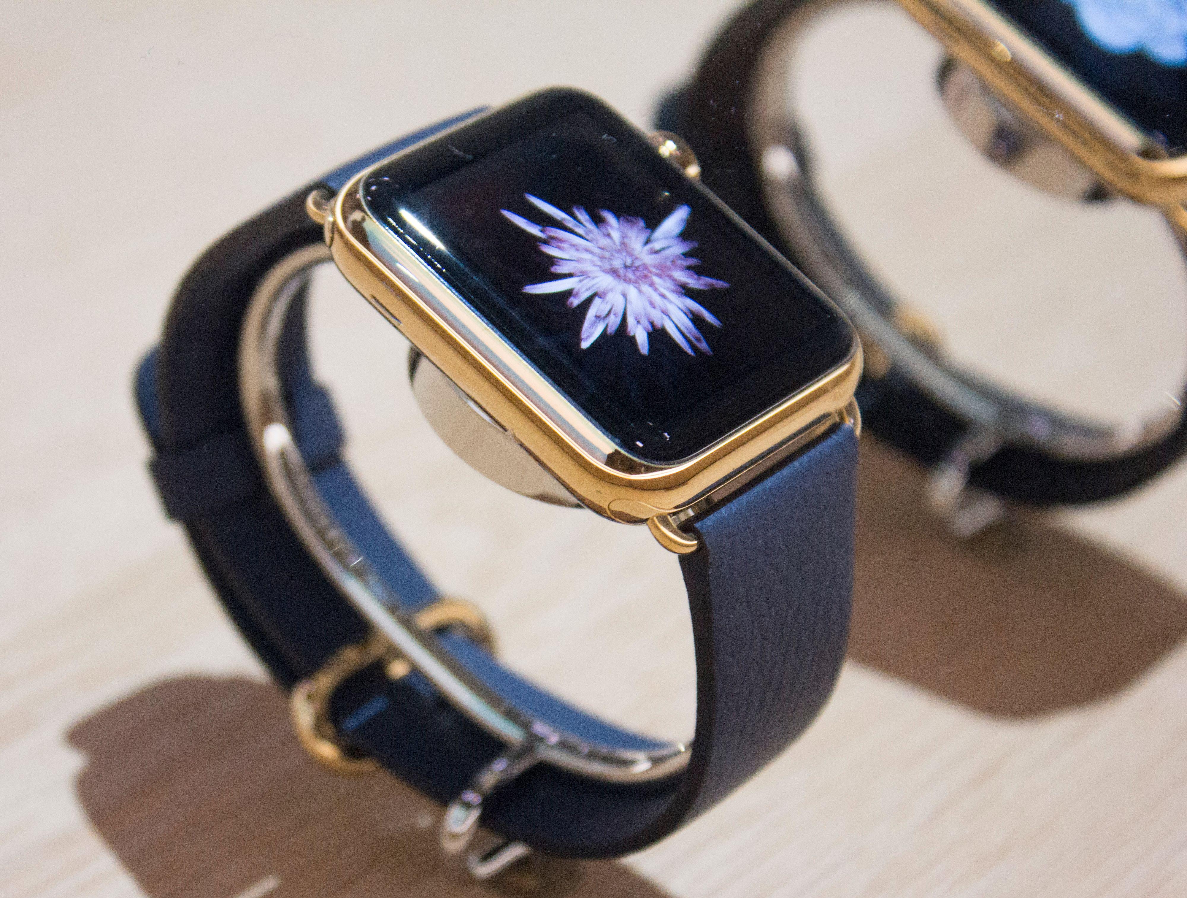 Dyreste variant Apple Watch skal koste over 130 000 kroner. Det som kanskje var slike klokker ble utstilt inni et glassbord. Foto: Finn Jarle Kvalheim, Tek.no