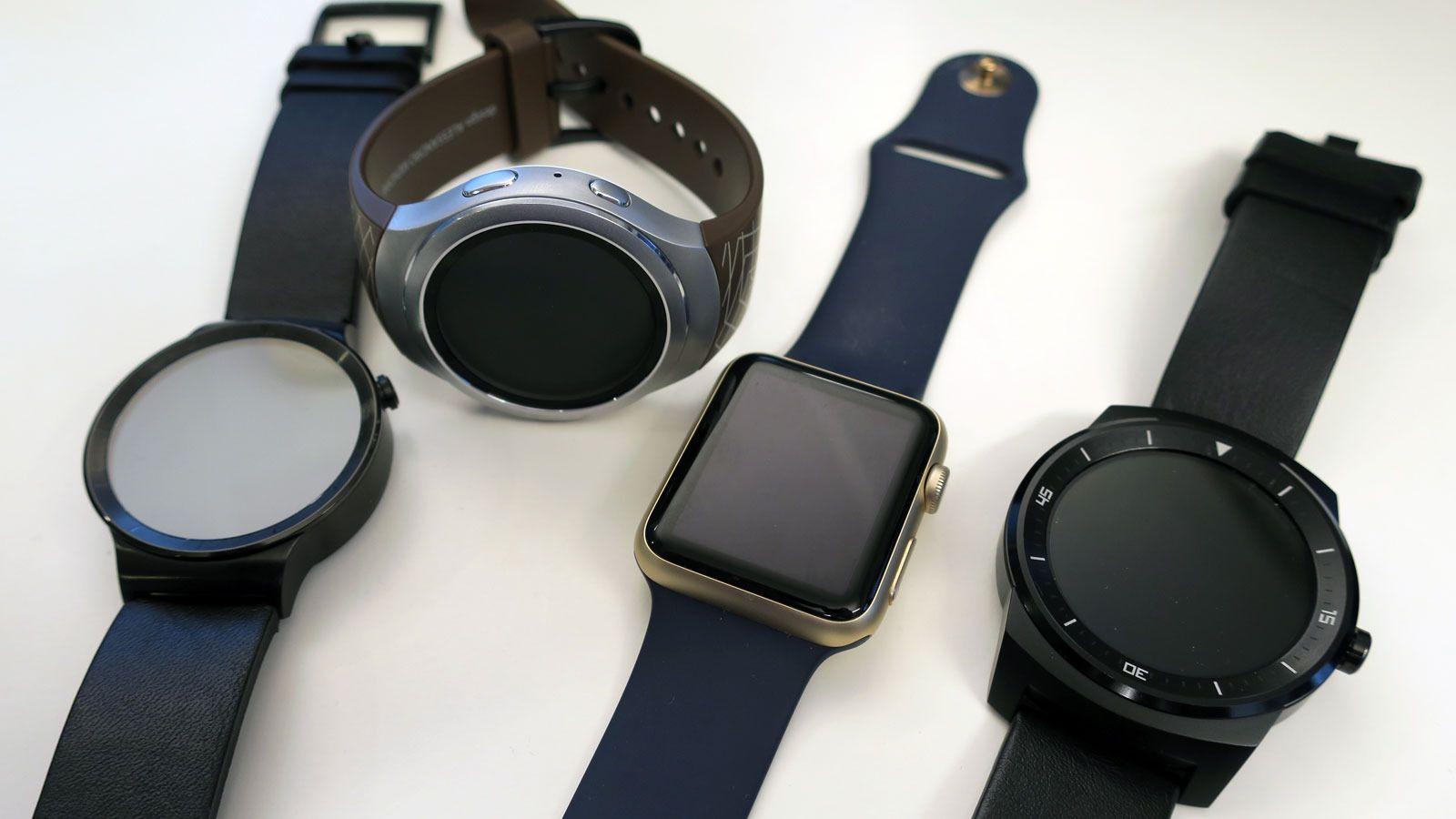 Fra venstre til høyre: Huawei Watch, Samsung Gear S2, Apple Watch og LG Gwatch R. . Foto: Espen Irwing Swang, Tek.no