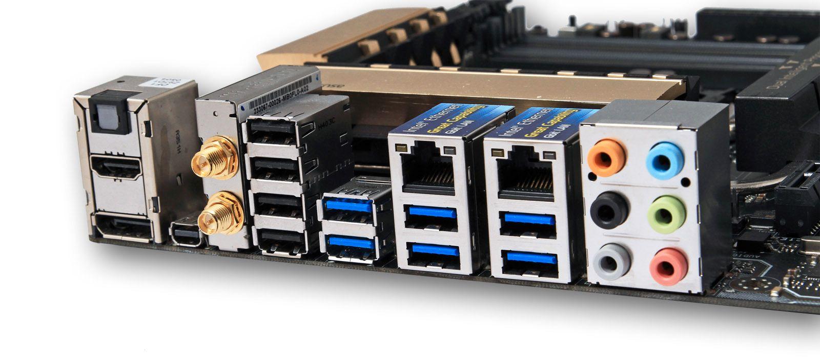Hovedkortets bakplate tilbyr mange tilkoblingsmuligheter. I tillegg finner vi ytterligere to DisplayPort- og to ThunderBolt-kontakter på et medfølgende ekspansjonskort.