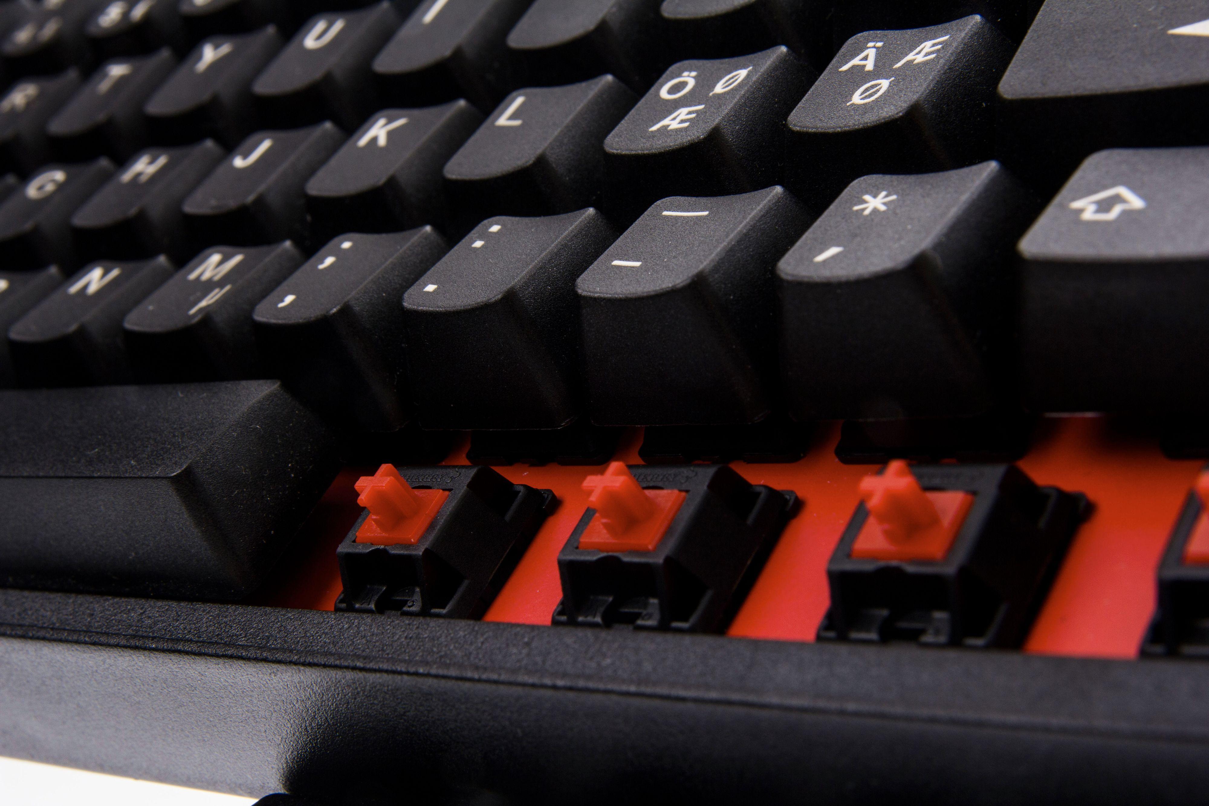 Røde brytere er den nye moten blant spilltastaturer.Foto: Niklas Plikk, Hardware.no