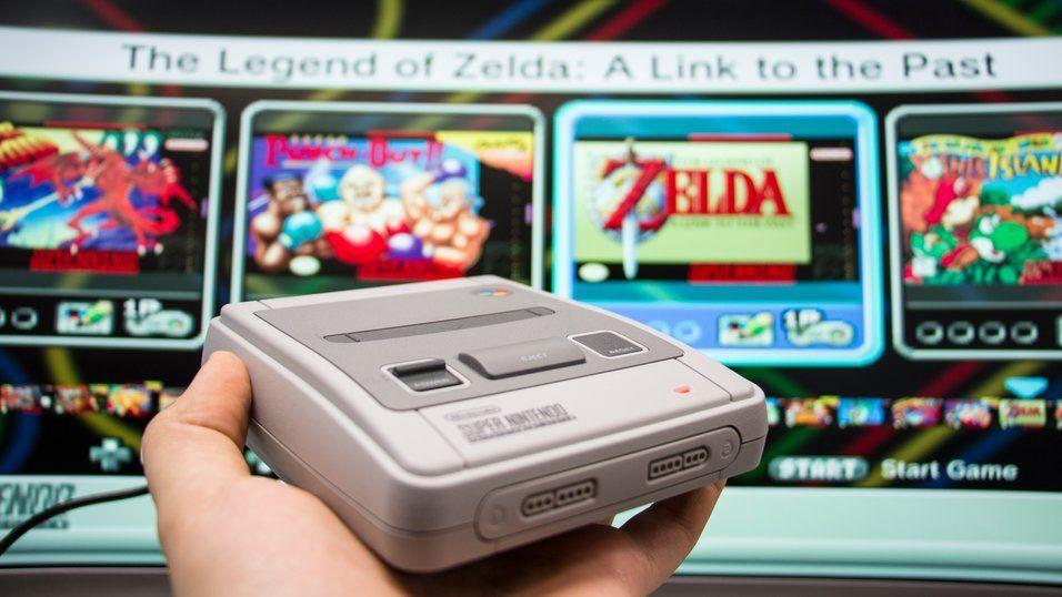 Super Nintendo i Classic Mini-utgave. Nintendo har gitt ut to av sine legendariske konsoller på nytt de siste årene, med et knippe av sine beste spill inkludert. Det har fått mange til å gå mann av huse i jakt etter forholdsvis rimelige og morsomme spillopplevelser.