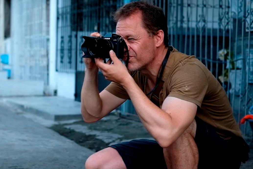 Fujifilm-ambassadør Klaus Bo forklarer at den diskrete størrelsen lar ham komme tett på motivene sine, uten å forstyrre situasjonen for mye.