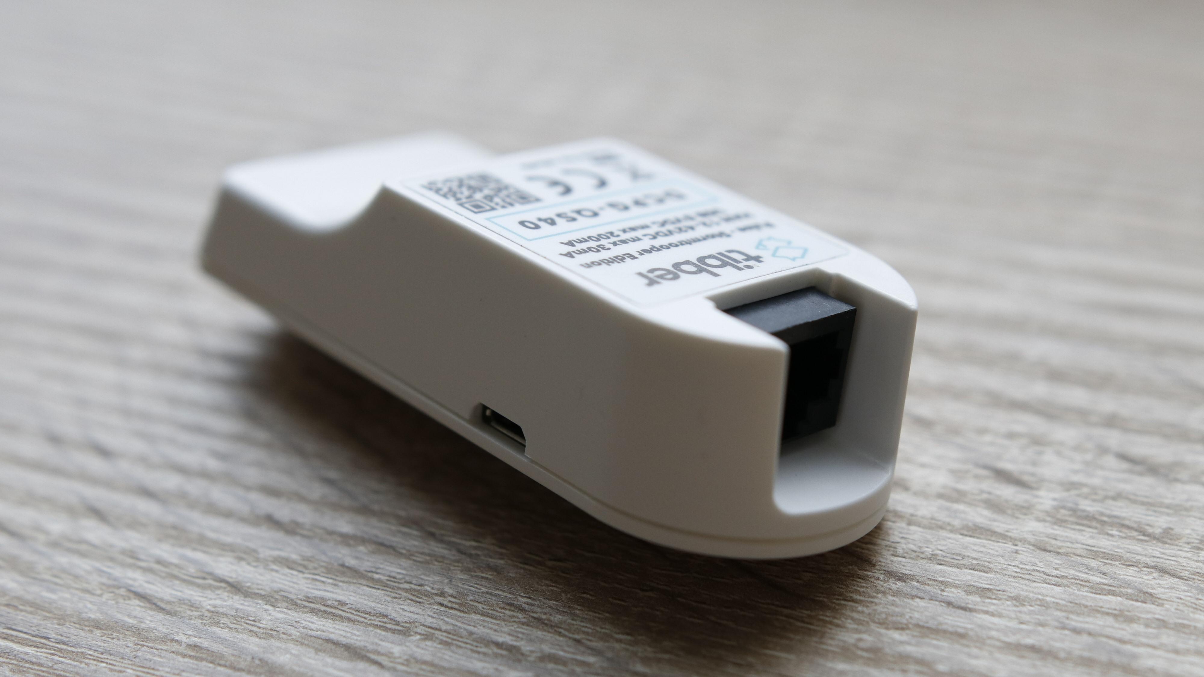 Tibber Pulse har en micro-USB-port og en nettverksport.