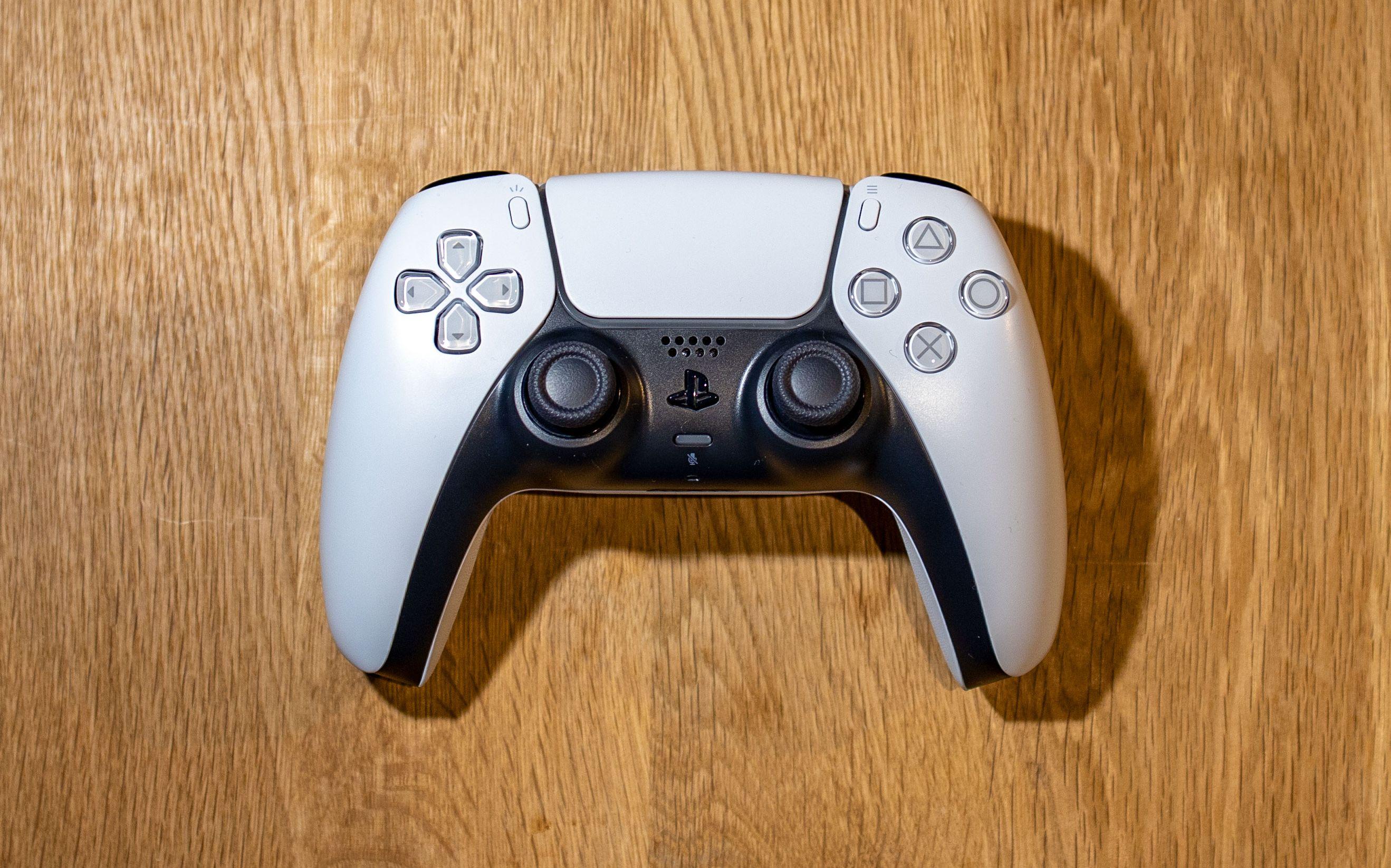 Playstation 5-kontrolleren sliter med såkalt «drift». Nå blir Sony saksøkt.