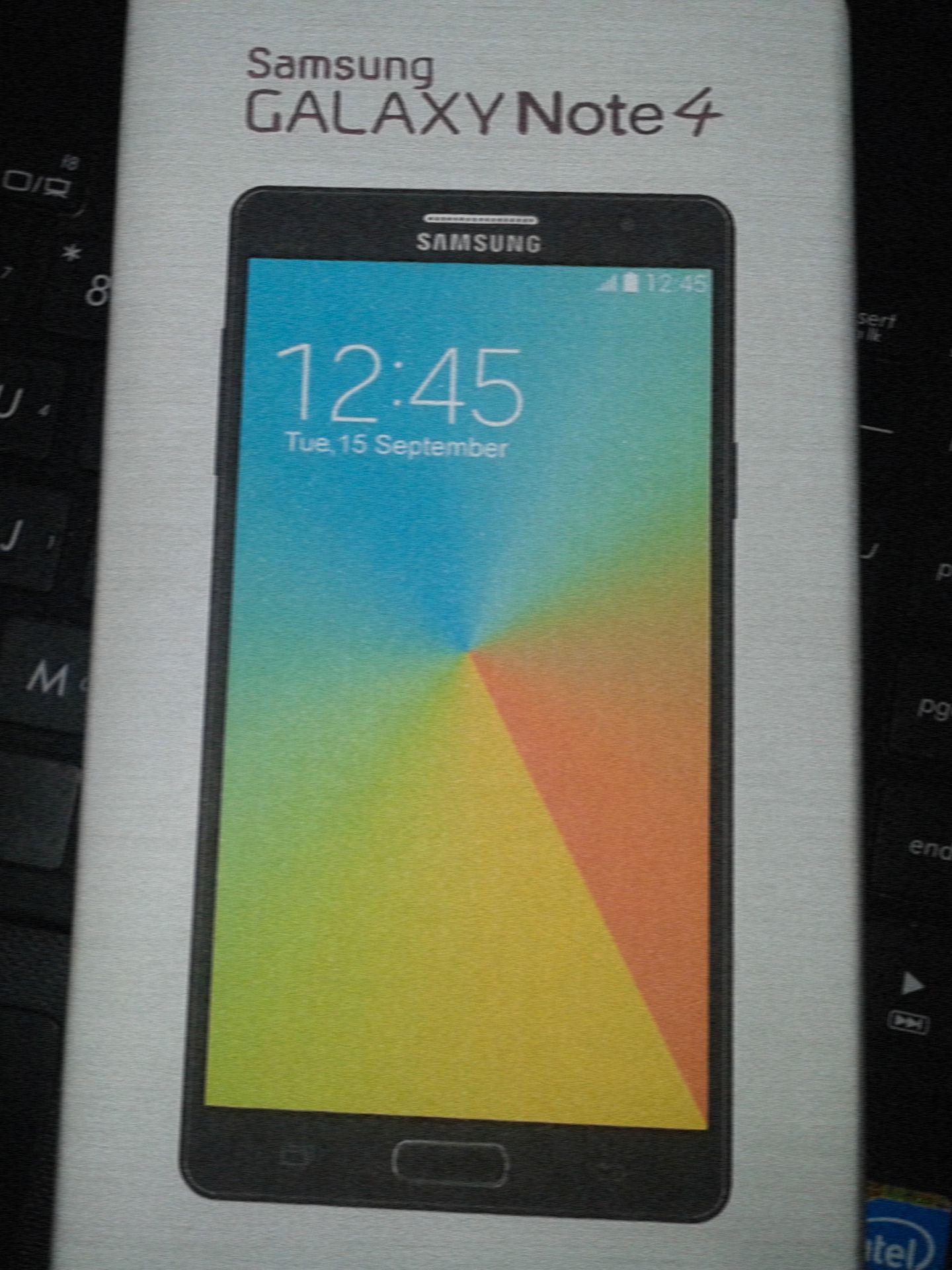 Dette bildet fra Phone Arena viser det som skal være emballasjen til Galaxy Note 4.Foto: Phone Arena