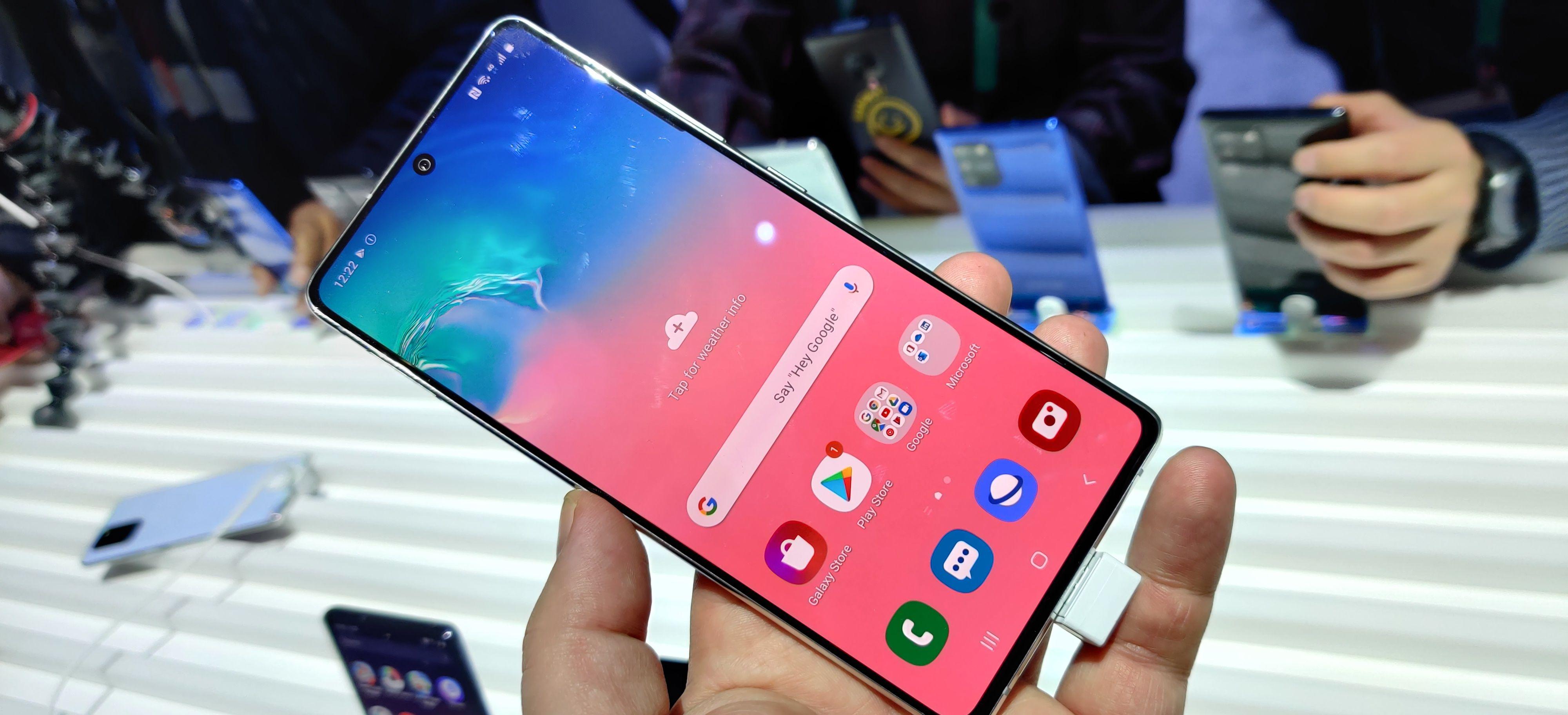 Samsung Galaxy A71 har en overraskende god byggekvalitet til prisen.
