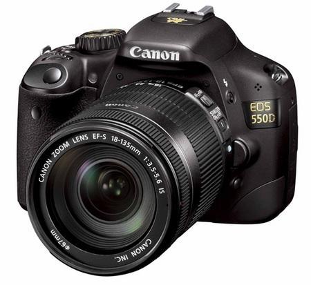 OK ZOOM: Jackie Chan-pakken leveres med en Canon EF-S 18-135mm.