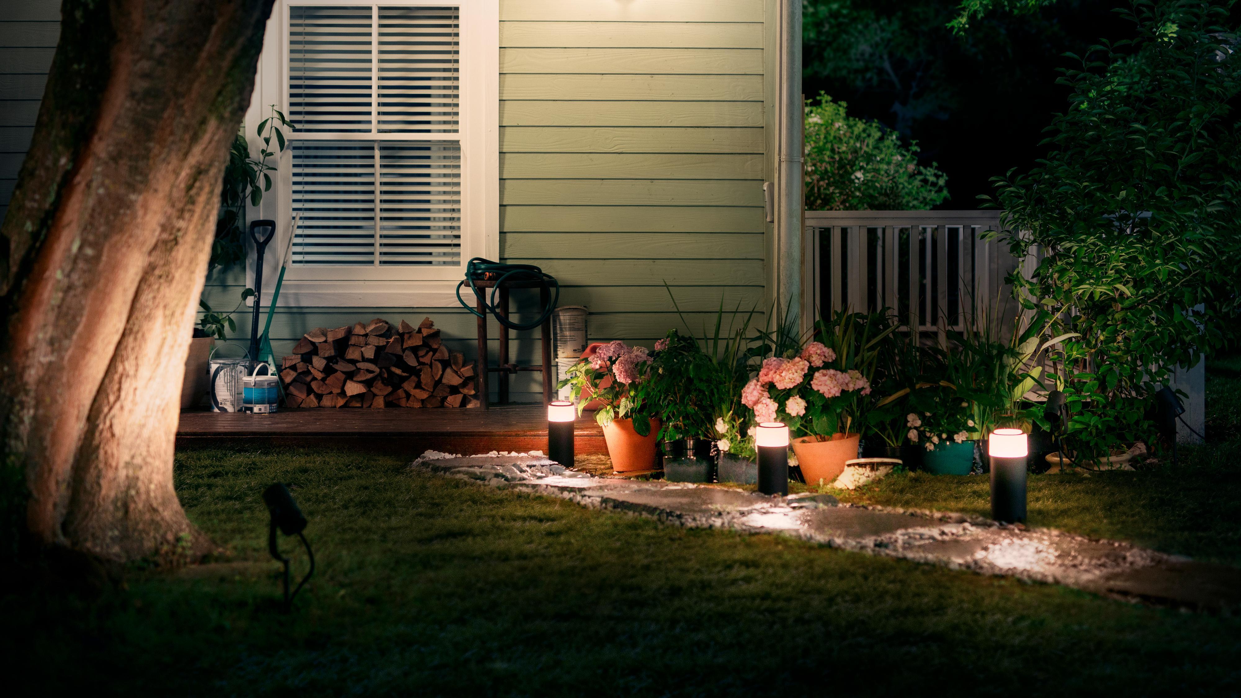 Snart kan du bruke Philips' smarte lys i hagen også