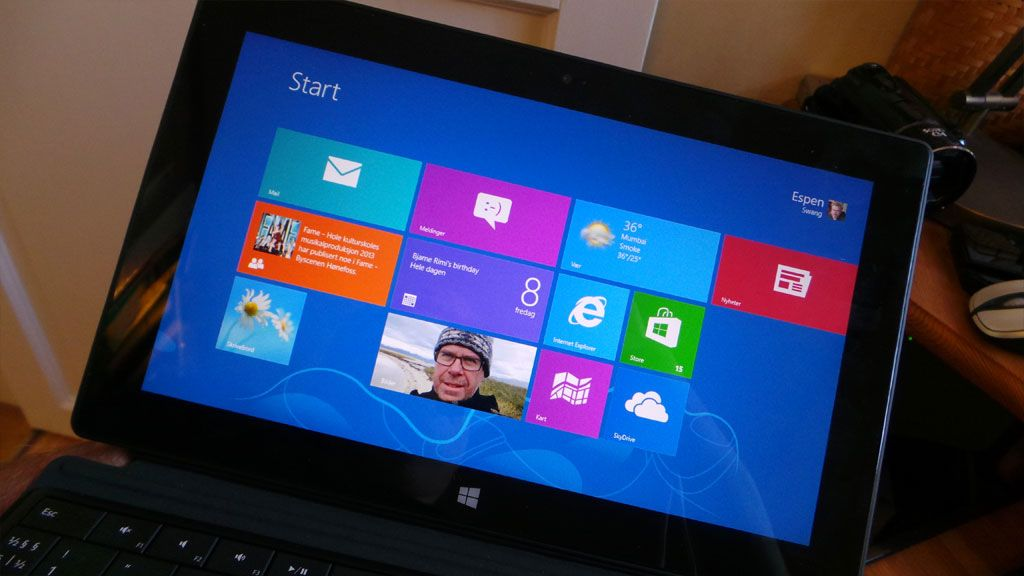 Grensesnittet er kliss likt det du får med Windows 8 pro, PC-utgaven av nettbrettet. Foto: Espen Irwing Swang, Amobil.no