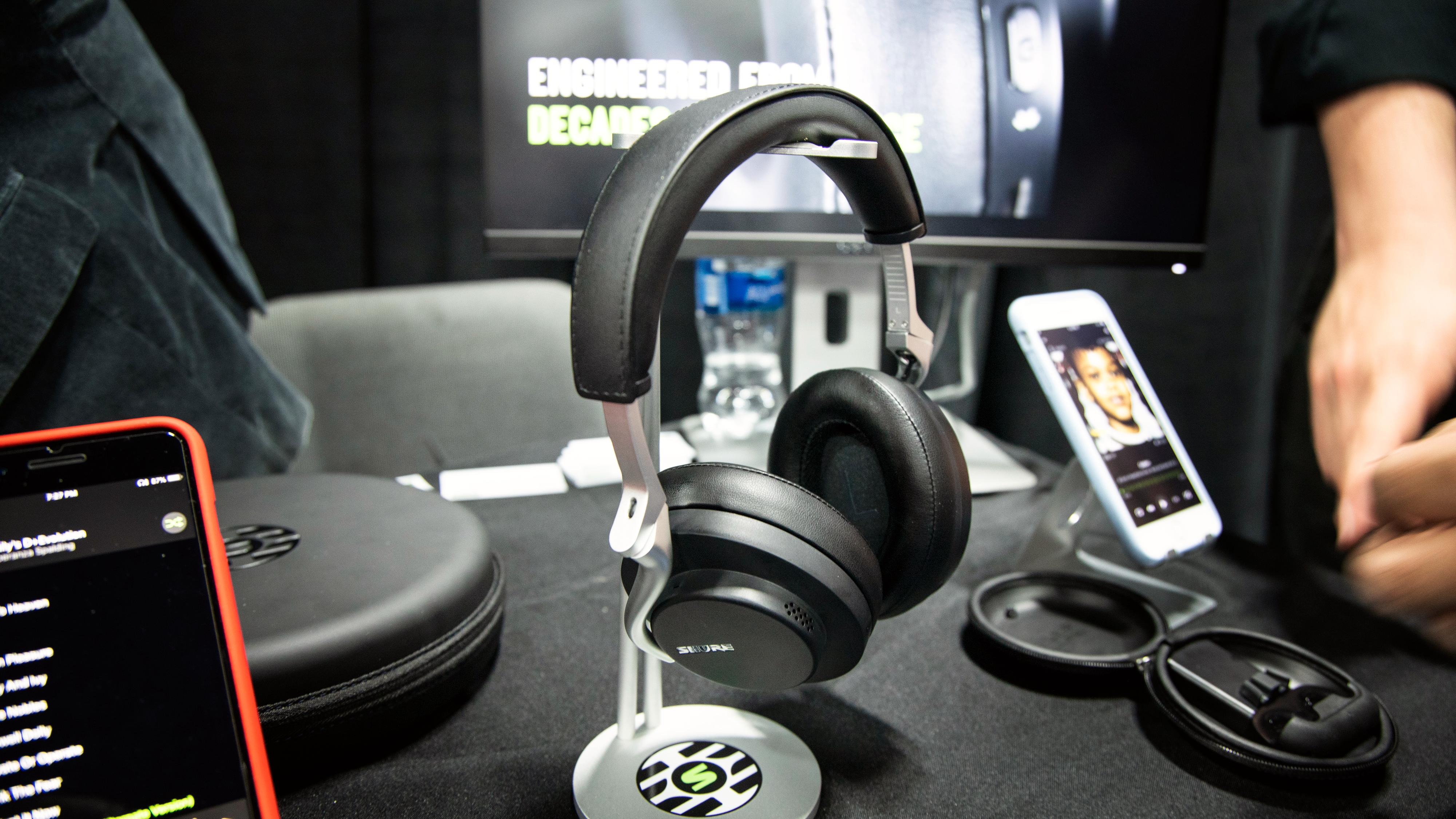 Shures nye støydempende hodetelefoner kan bli hodetelefonene å slå i år