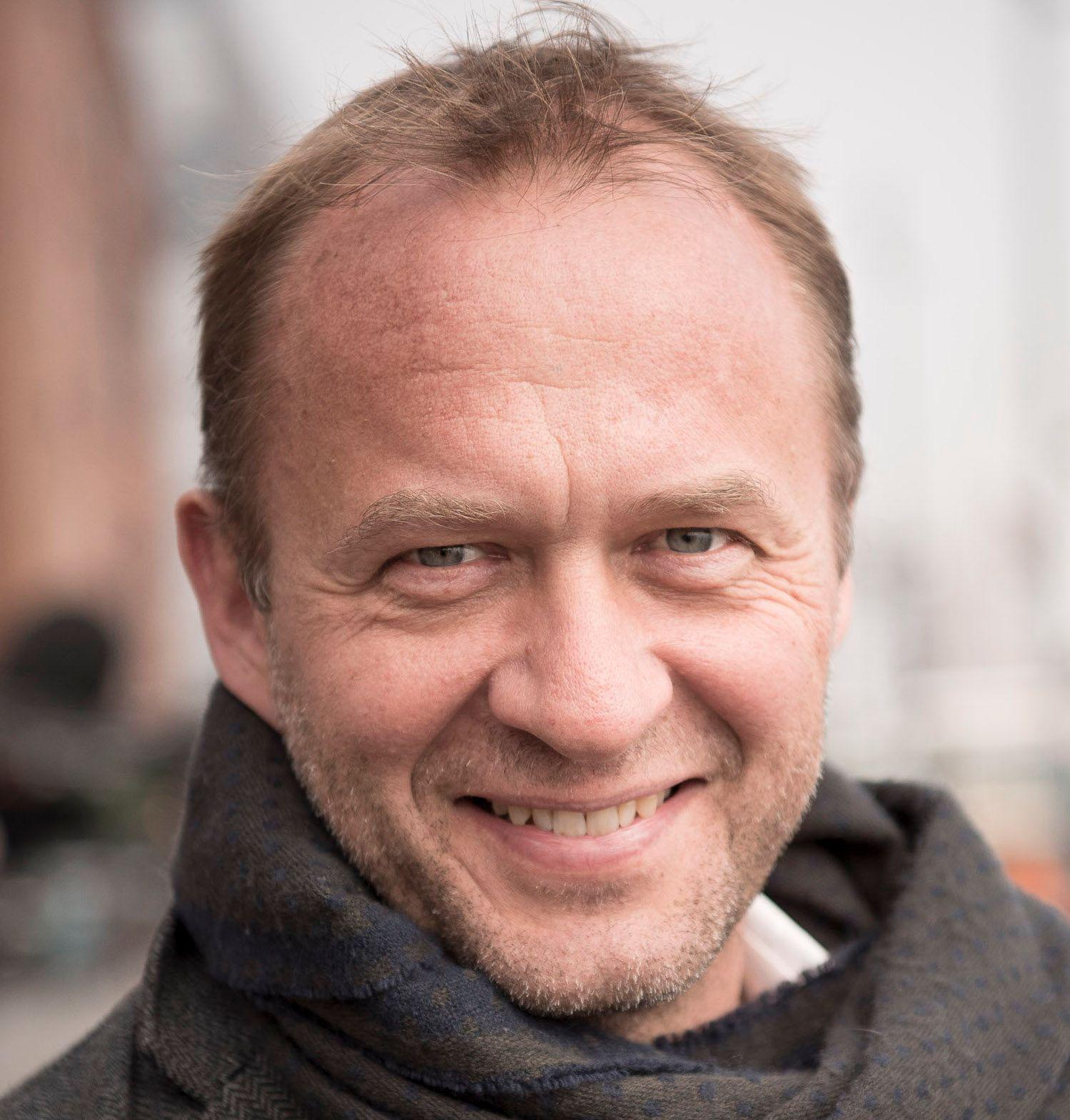 Ansvarlig redaktør Peter Raaum i Motor mener valutaeffekten kan gi høyere priser, men at eventuelle avgifter på elbilene fra og med 2022 vil få større påvirkning.