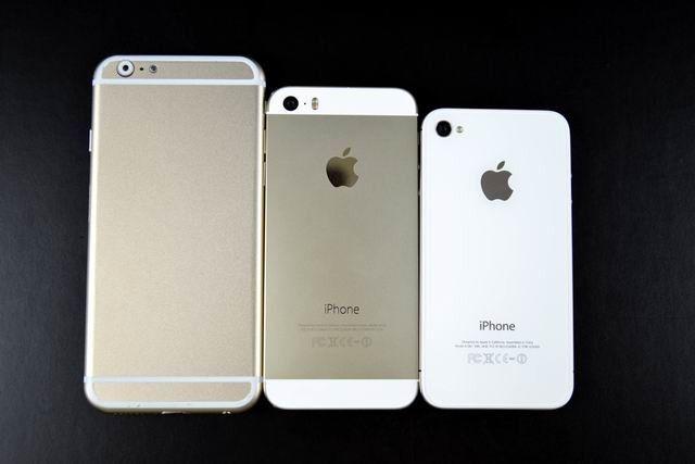 Sammenlinging mellom den minste modellen av iPhone 6 og iPhone 5S og 4S.