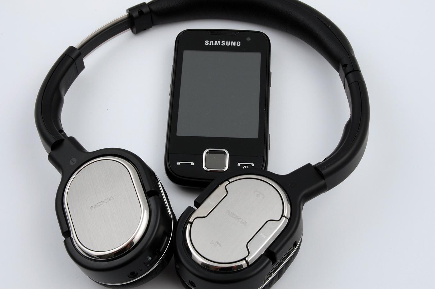 BH-905 kan kobles til de fleste mobiler via Bluetooth A2DP, samt mobiler, MP3-spillere og annet med standard lydutganger. (Alle foto: Einar Eriksen)
