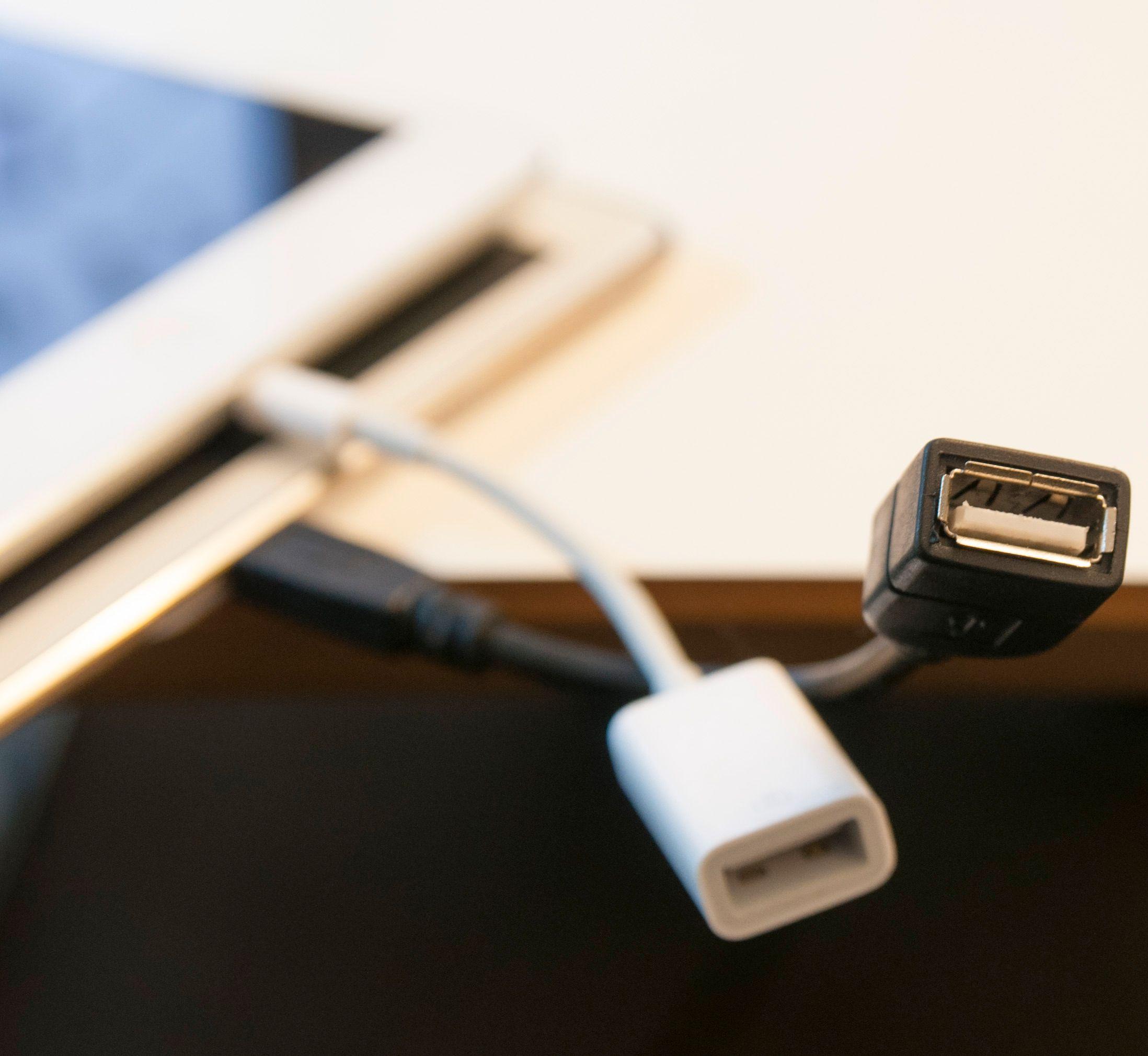 Overgang til fullstørrelse USB-inngang kan være smart å ha, dersom ikke nettbrettet ditt har vanlig USB-tilkobling fra før.Foto: Finn Jarle Kvalheim, Amobil.no