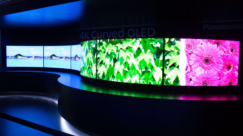 Panasonic gigantisk TV-vegg som består av en serie med 4K-OLED-TV-er.Foto: Varg Aamo, Hardware.no