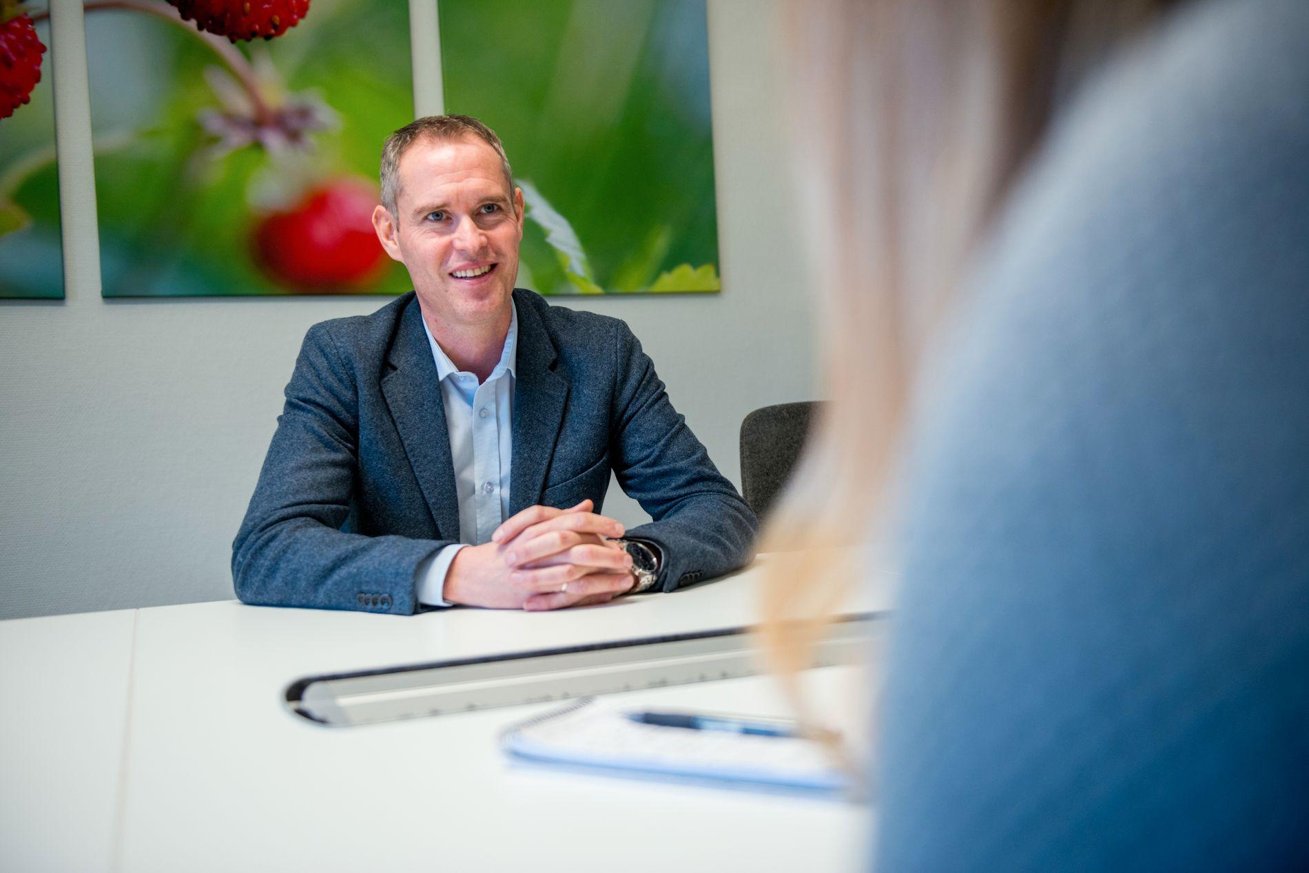 Banksjef for personmarked i Landkreditt Lars Johannessen mener nordmenn bør sette av penger som om boliglånsrenten var fem prosent.