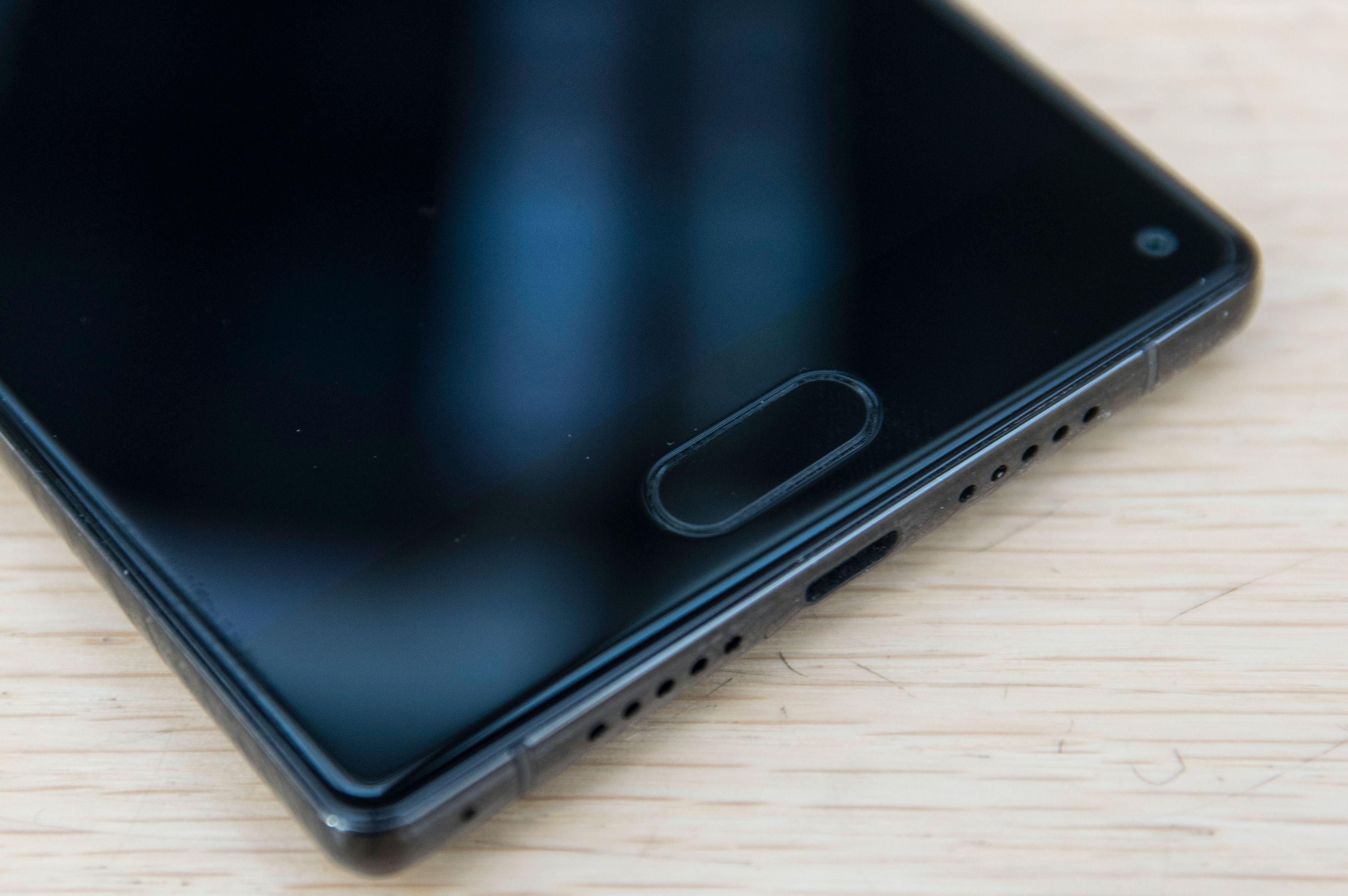 Der Huawei og Motorola trykker store mengder funksjonalitet inn i fingerleseren er leseren i Ulefone Mix heller litt underarbeidet. Så lenge ikke alle de viktigste Android-snarveiene lar seg legge til berøringsfeltet må man titt og ofte frem med skjermmenyene i stedet. Bilde: Finn Jarle Kvalheim, Tek.no