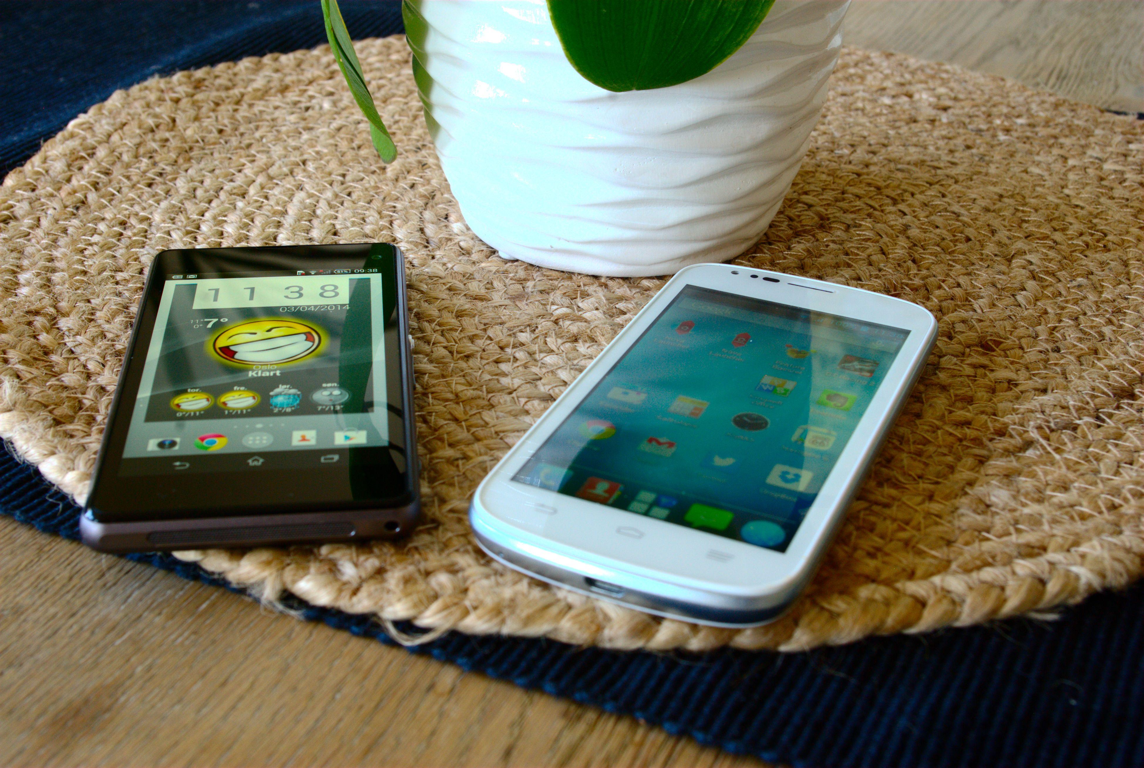 Her er Blade Q sammenlignet med Sony Xperia Z1 Compact. Vi ser at skjermen i sistnevnte, som er en dyr toppmodell, er vesentlig klarere. Foto: Einar Eriksen