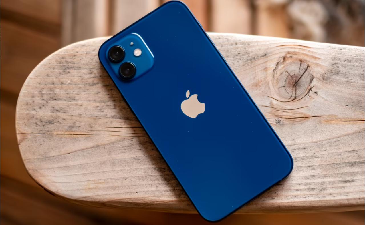 Apples nåværende telefon, iPhone 12.